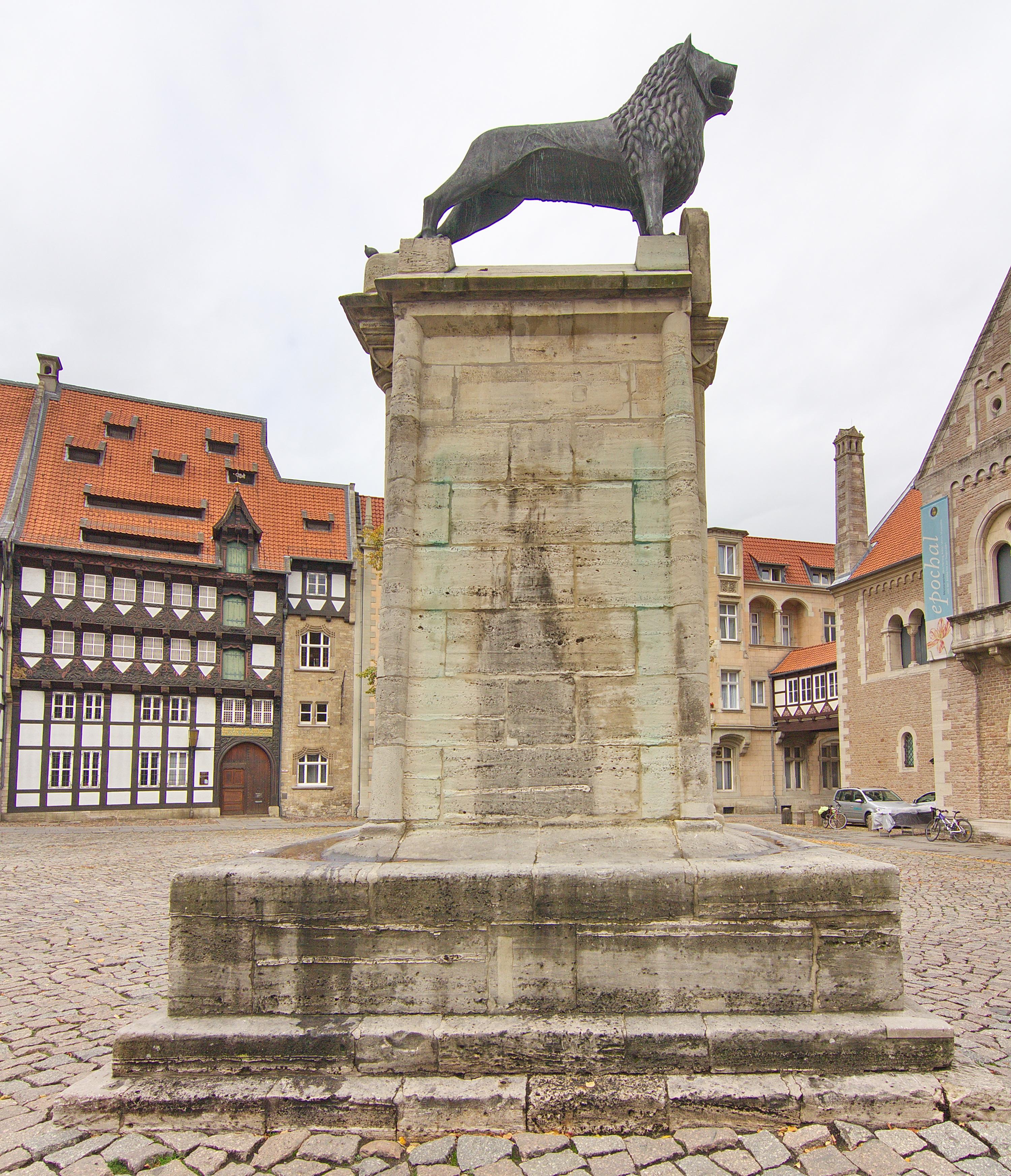 File:Braunschweiger Löwe am Burgplatz in Braunschweig IMG 2748.jpg