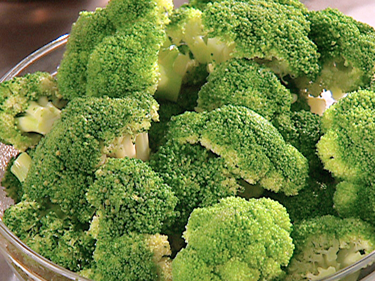 File:Broccoli geputzt und geschnitten.jpg