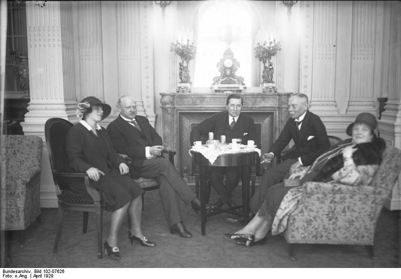 Bundesarchiv Bild 102-07626, Berlin, Hochzeit des österreichischen Botschafters.jpg