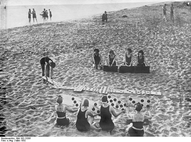 File:Bundesarchiv Bild 102-13205, Miami, Strand-Domino.jpg