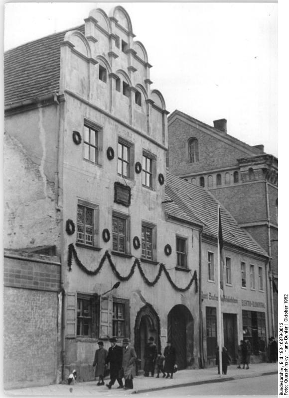Bundesarchiv_Bild_183-16879-0013%2C_Wittenberg%2C_Melanchthon-Haus.jpg