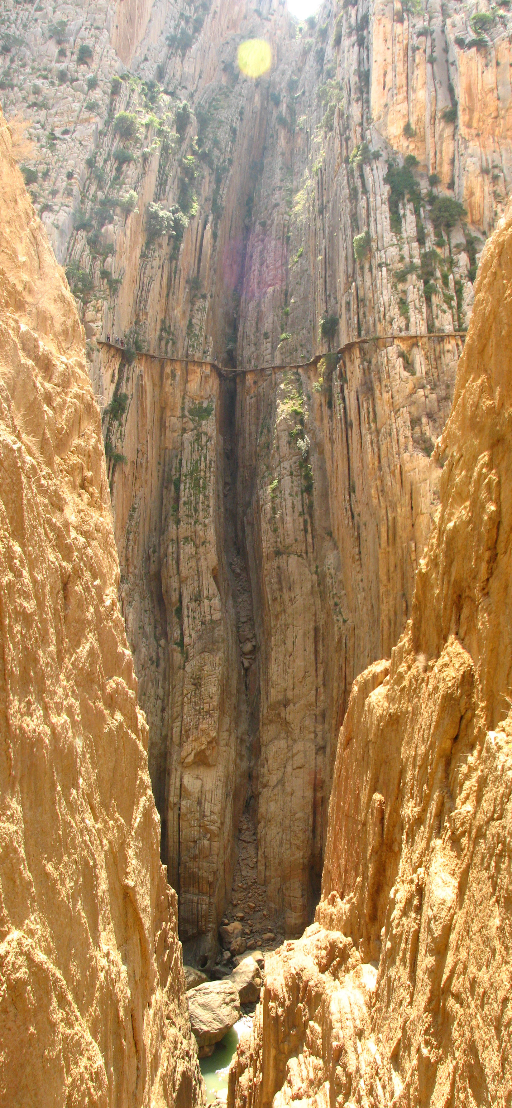 http://upload.wikimedia.org/wikipedia/commons/7/7a/Caminito_del_Rey_3.jpg