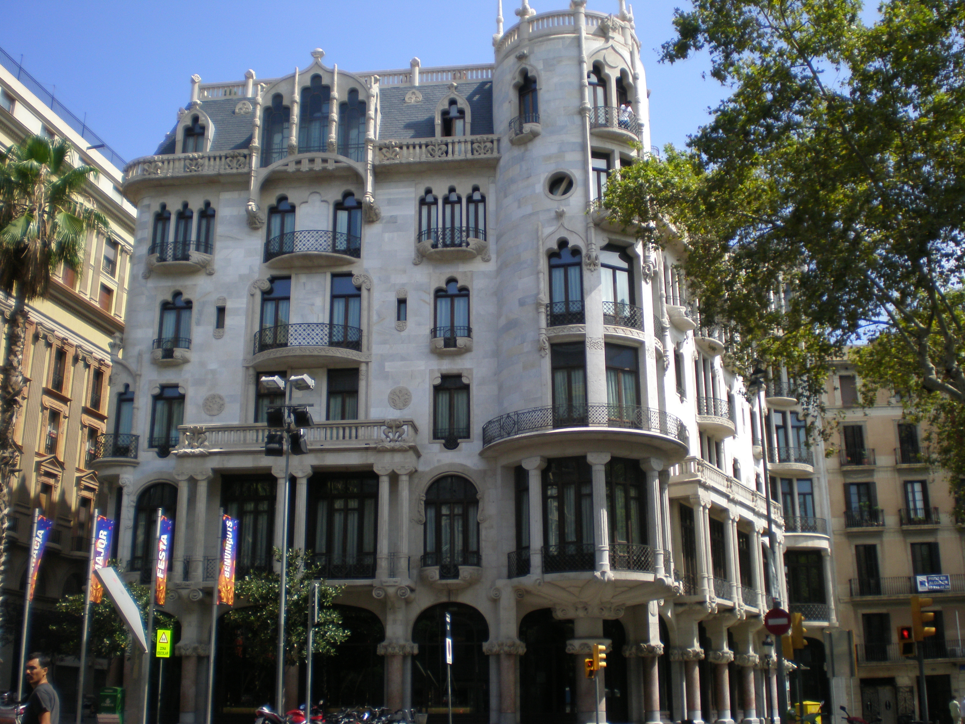 Can i fit casa batllo casa mila sagrada familia and parc guell in one long day rick steves - Restaurant casa fuster ...