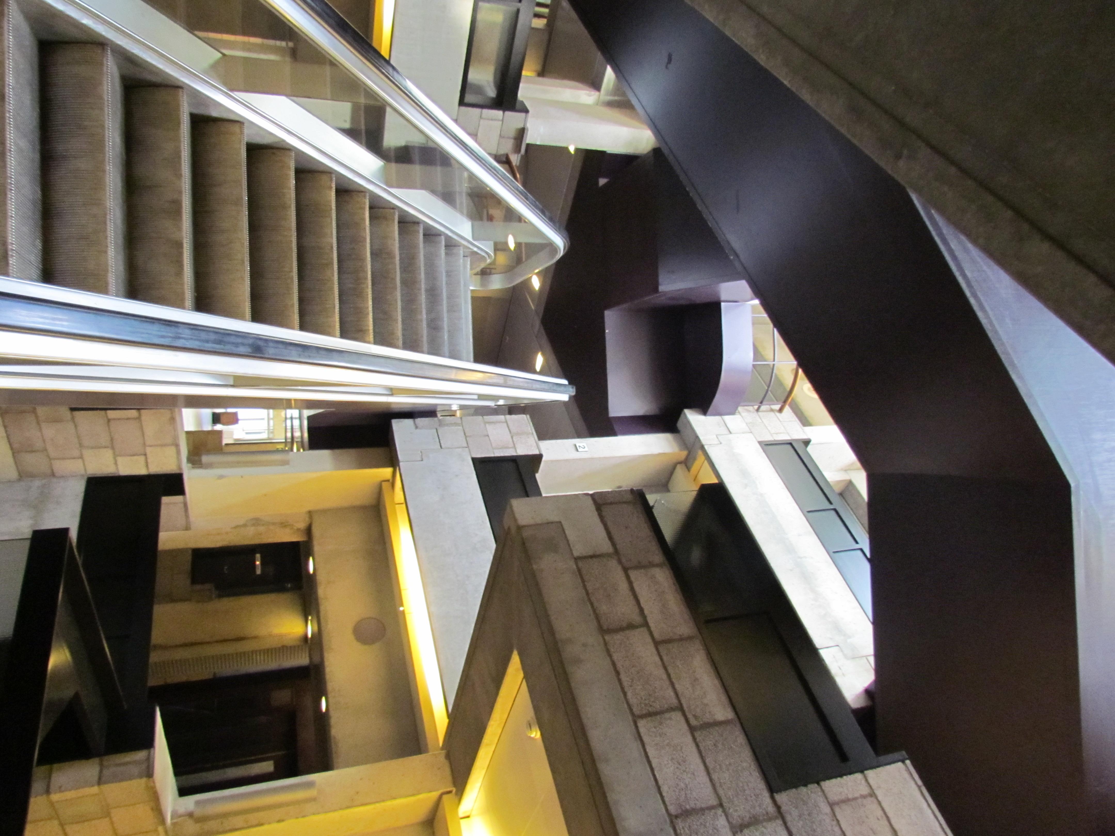 File:Centraal Beheergebouw van Herman Hertzberger, interieur (9).jpg ...