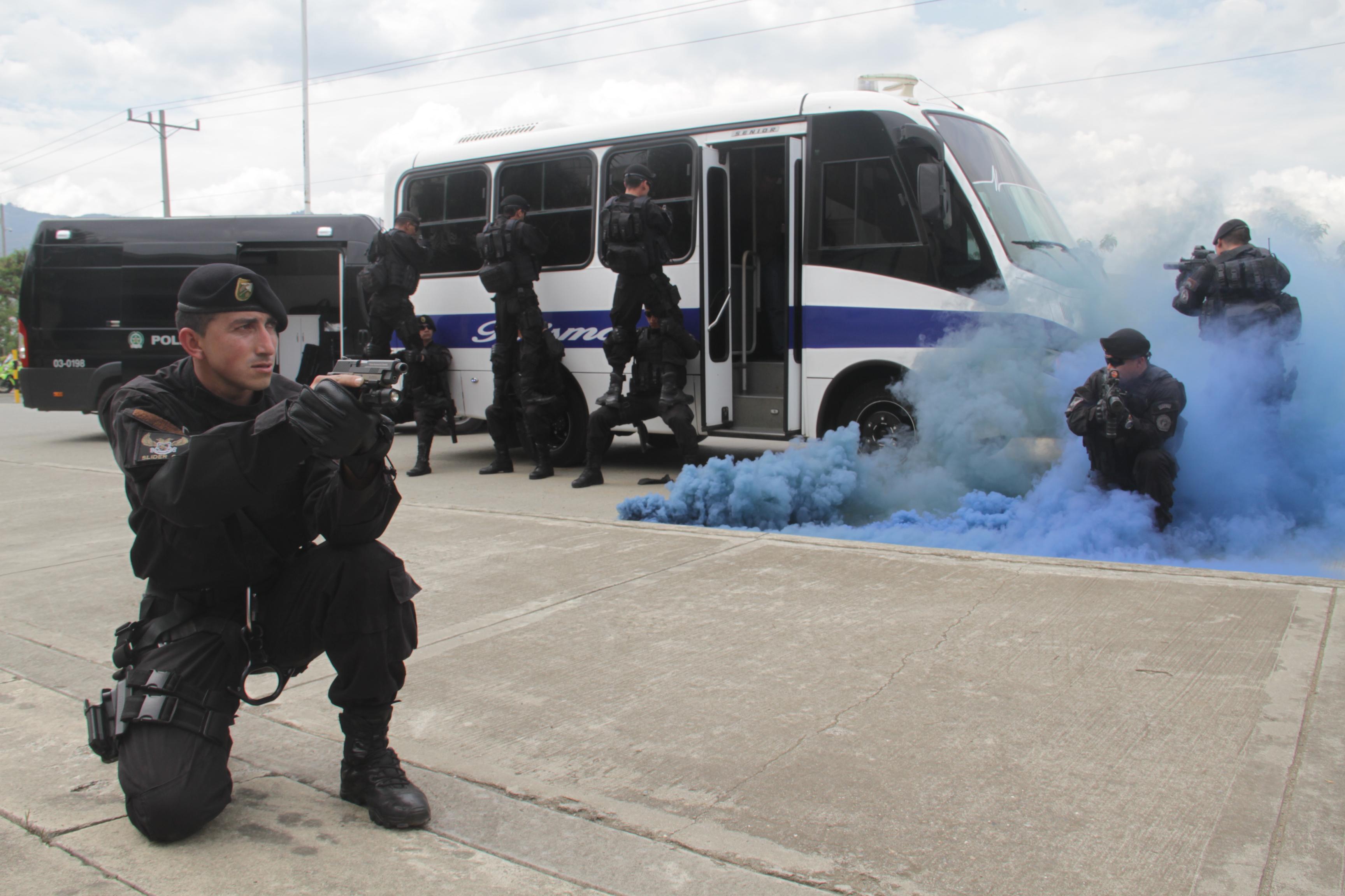 Colombia - Página 20 Colombian_Police_(9734321446)