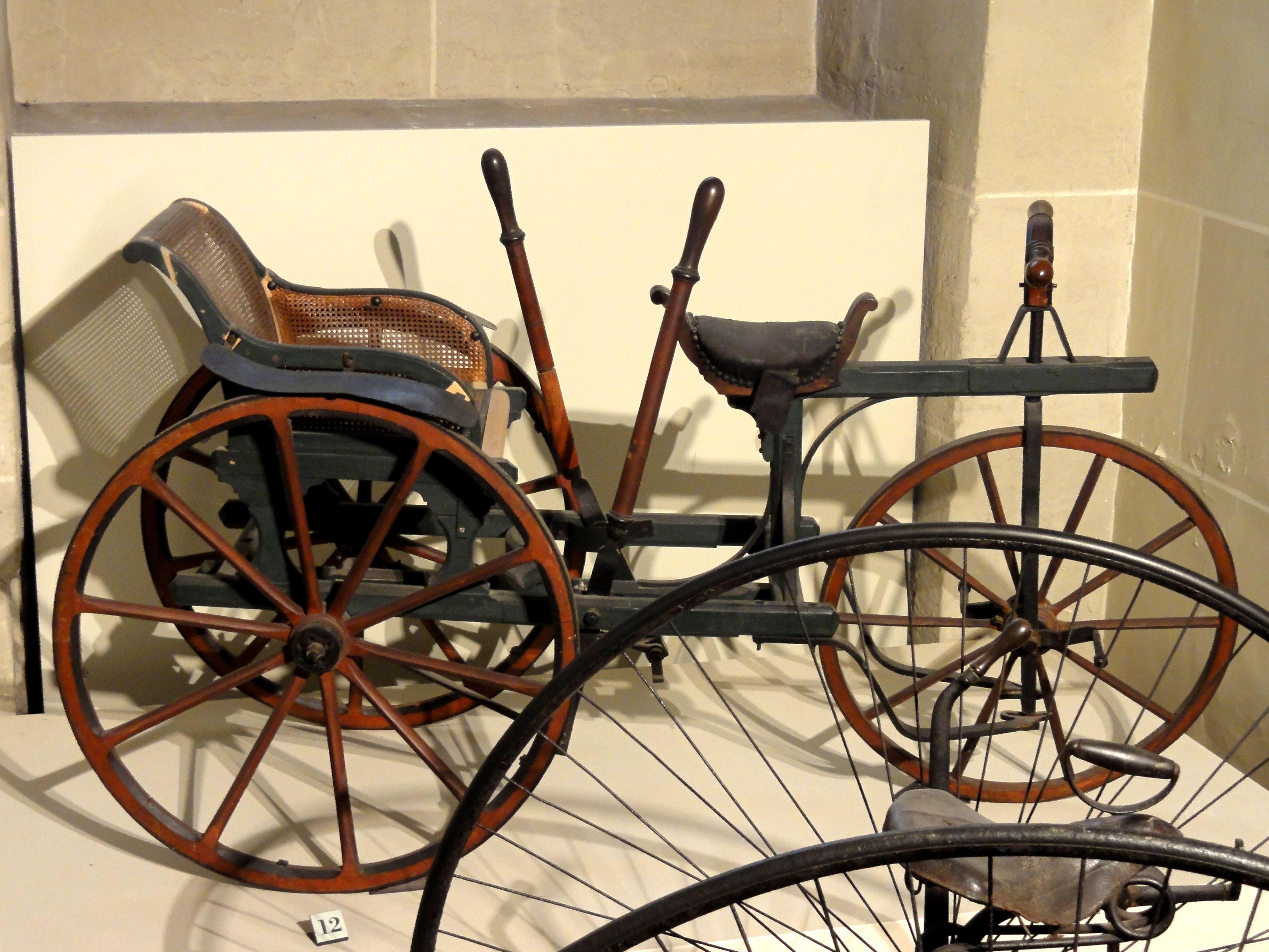 file compi gne 60 mus e de la voiture tricycle tandem en bois wikimedia commons. Black Bedroom Furniture Sets. Home Design Ideas