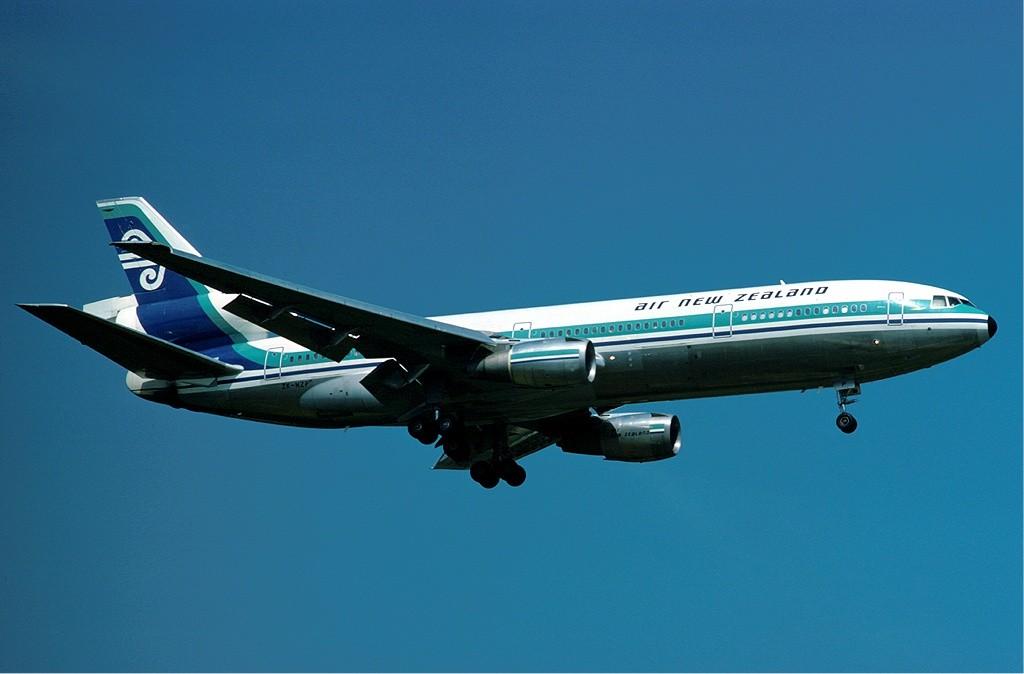 DC-10_of_Air_New_Zealand_at_Heathrow_-_1