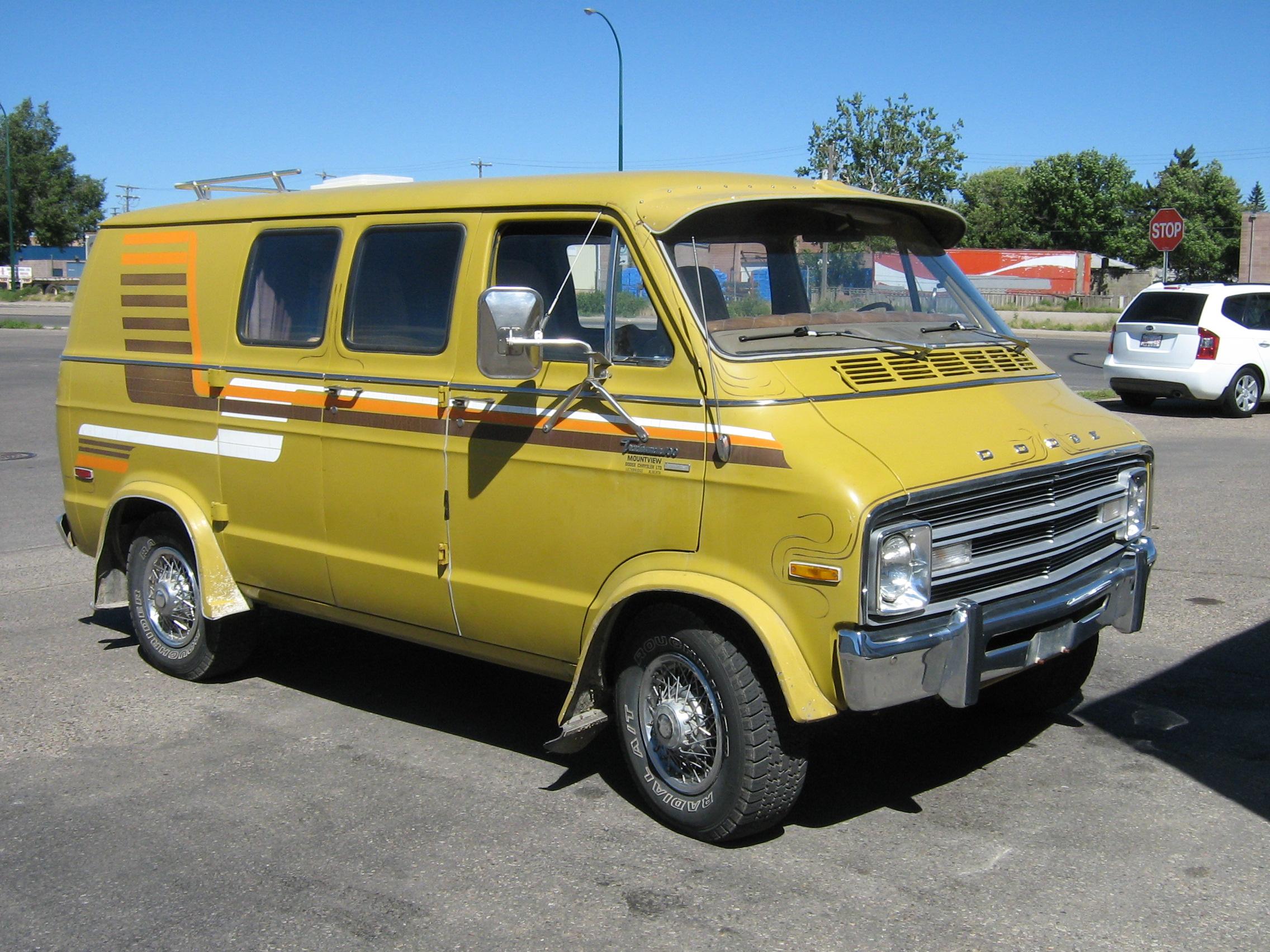 angular and en trend grand se dodge rating minivan front canada cars reviews caravan motor van