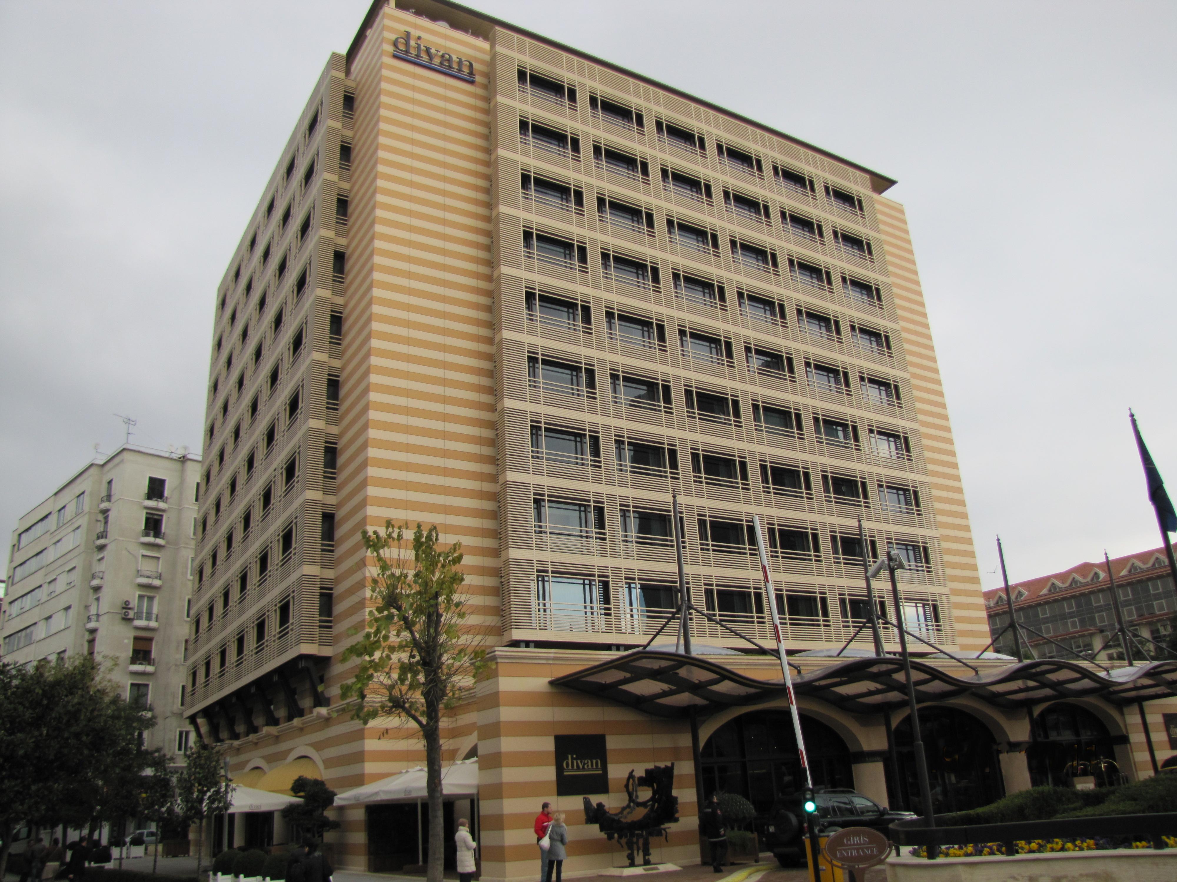 Taksim gezi park haberleri divan otel 39 den yemek ve tedavi for Divan taksim