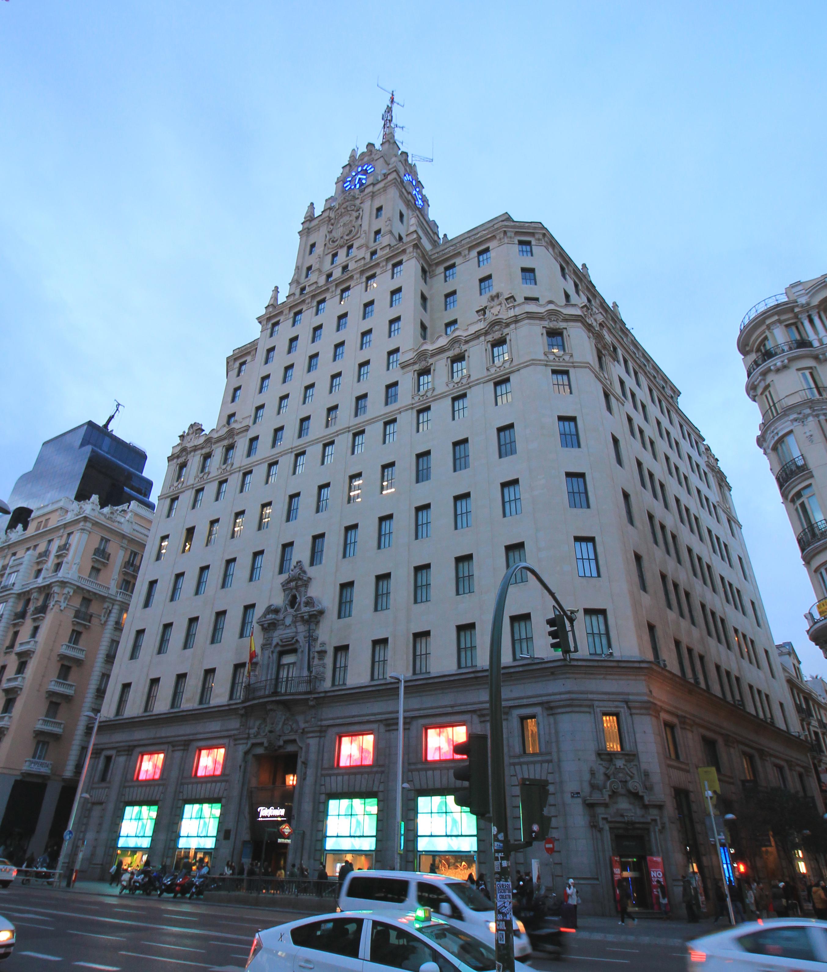 Resultado de imagen de edificio telefonica gran via
