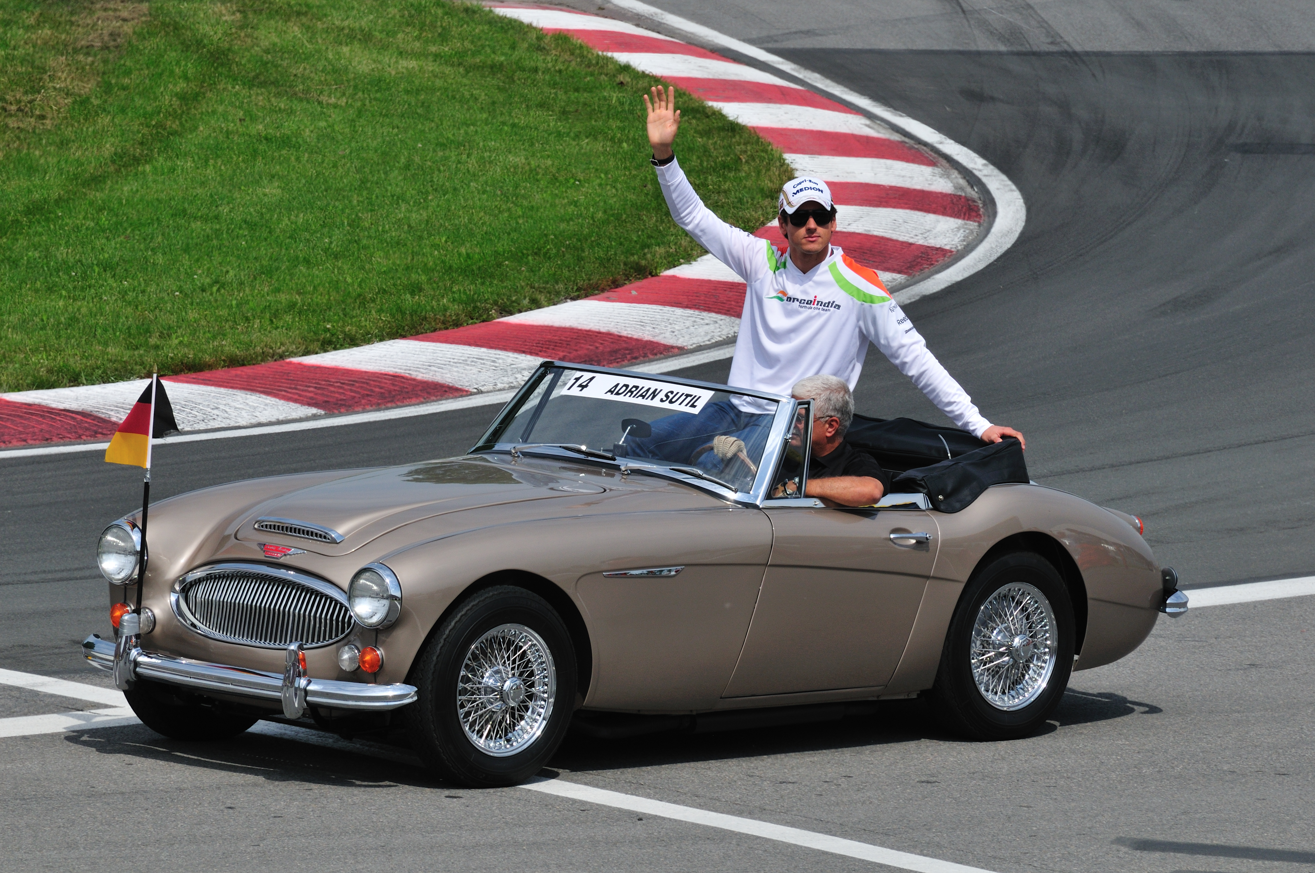 F1 2018 Wikipedia >> File:F1 Drivers Parade Adrian Sutil in an Austin Healey.jpg - Wikimedia Commons