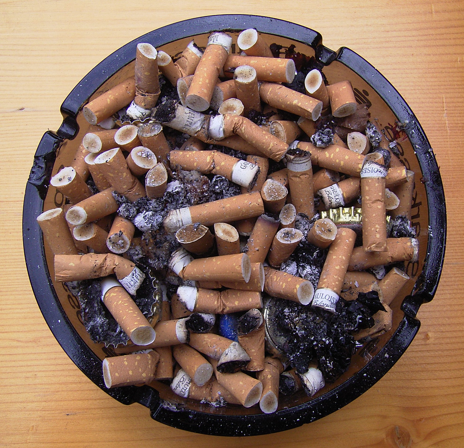 Full_Ashtray.jpg