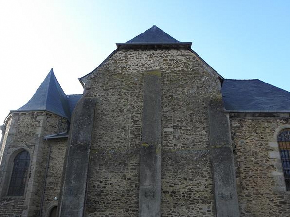 Église Saint-Pierre de Gaël (35). Chevet.