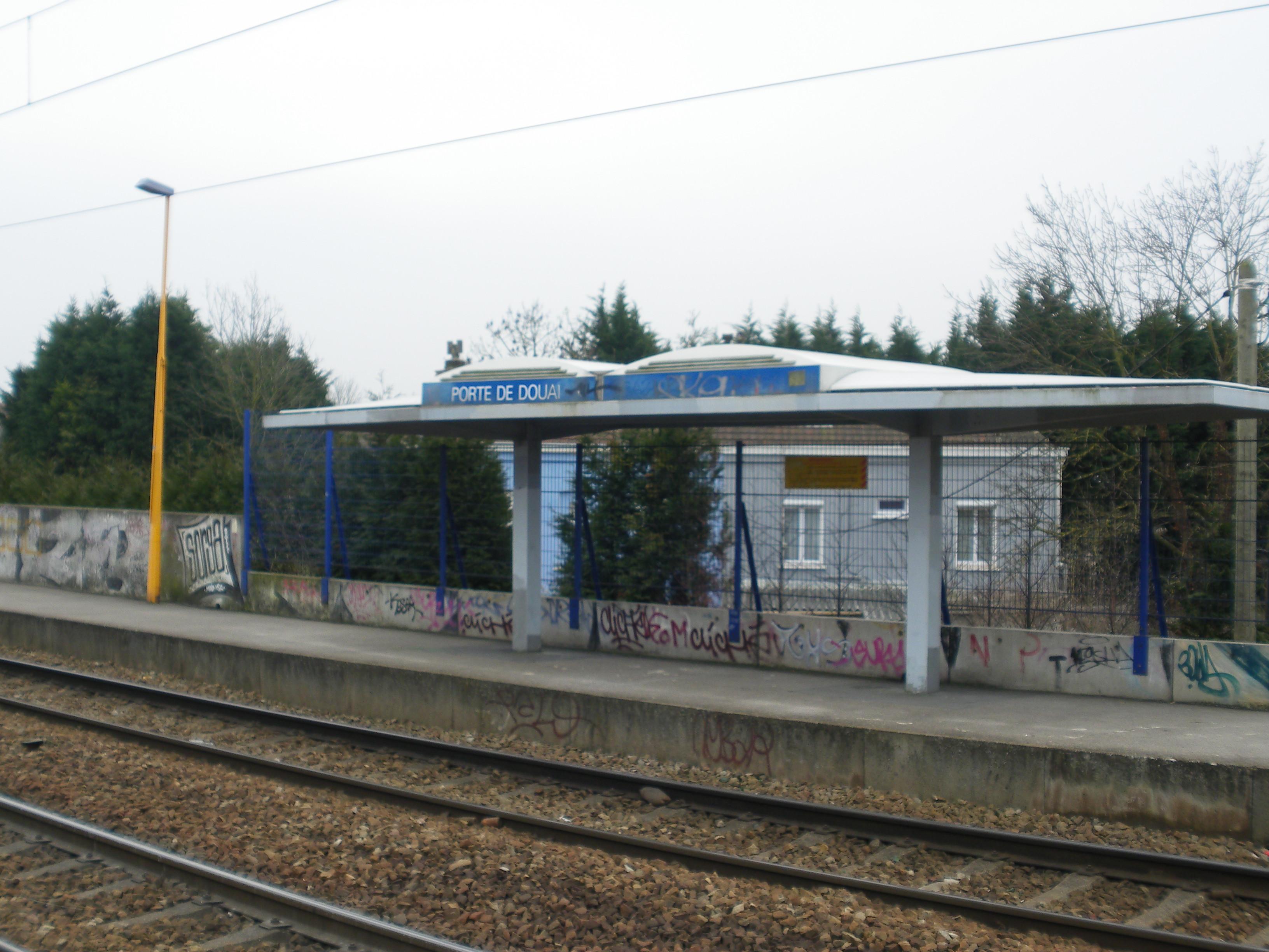 file gare de lille porte de douai 3 jpg wikimedia commons