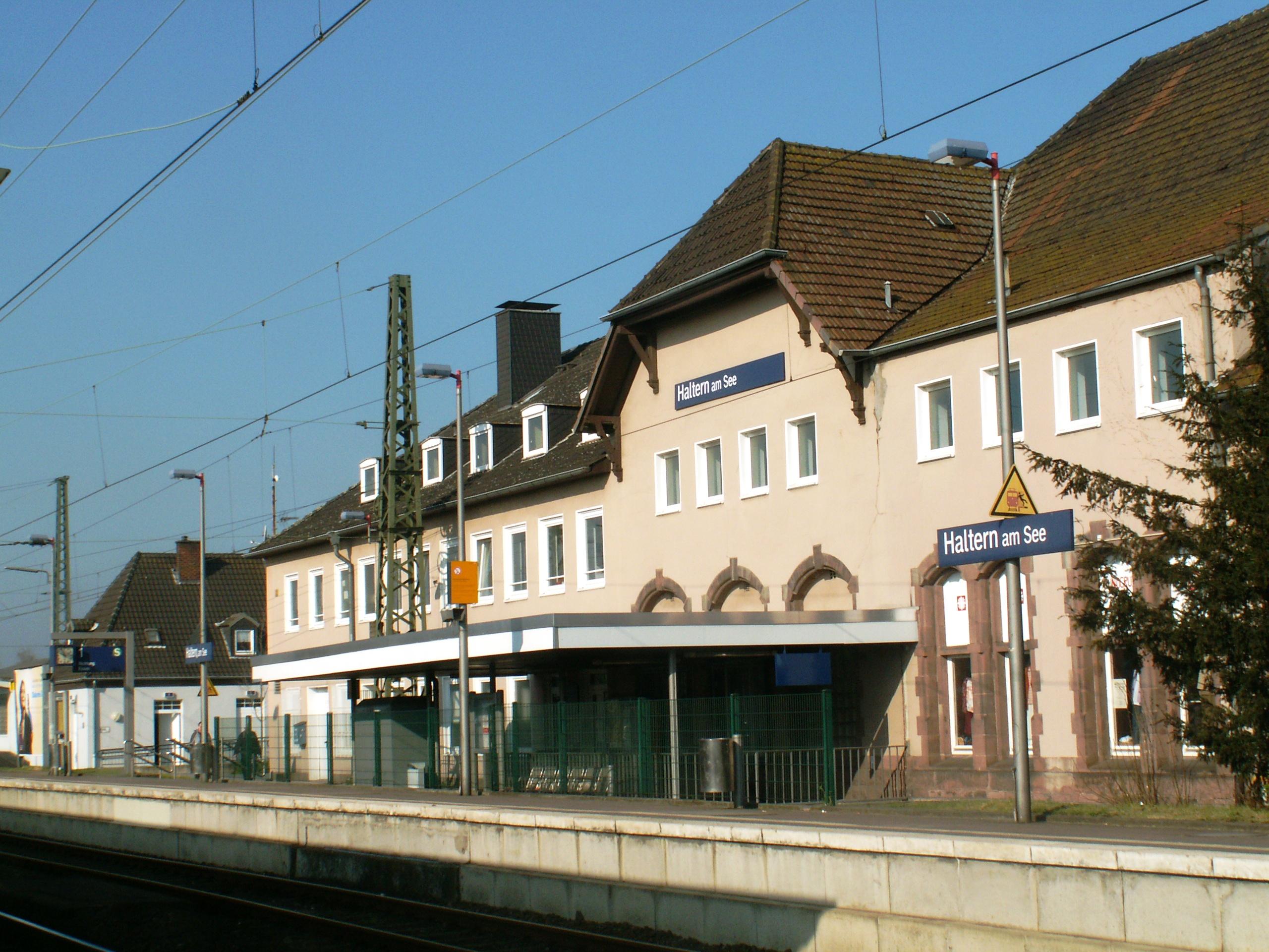 File:Haltern am See Bahnhof Hauptgebäudehinten.jpg ...