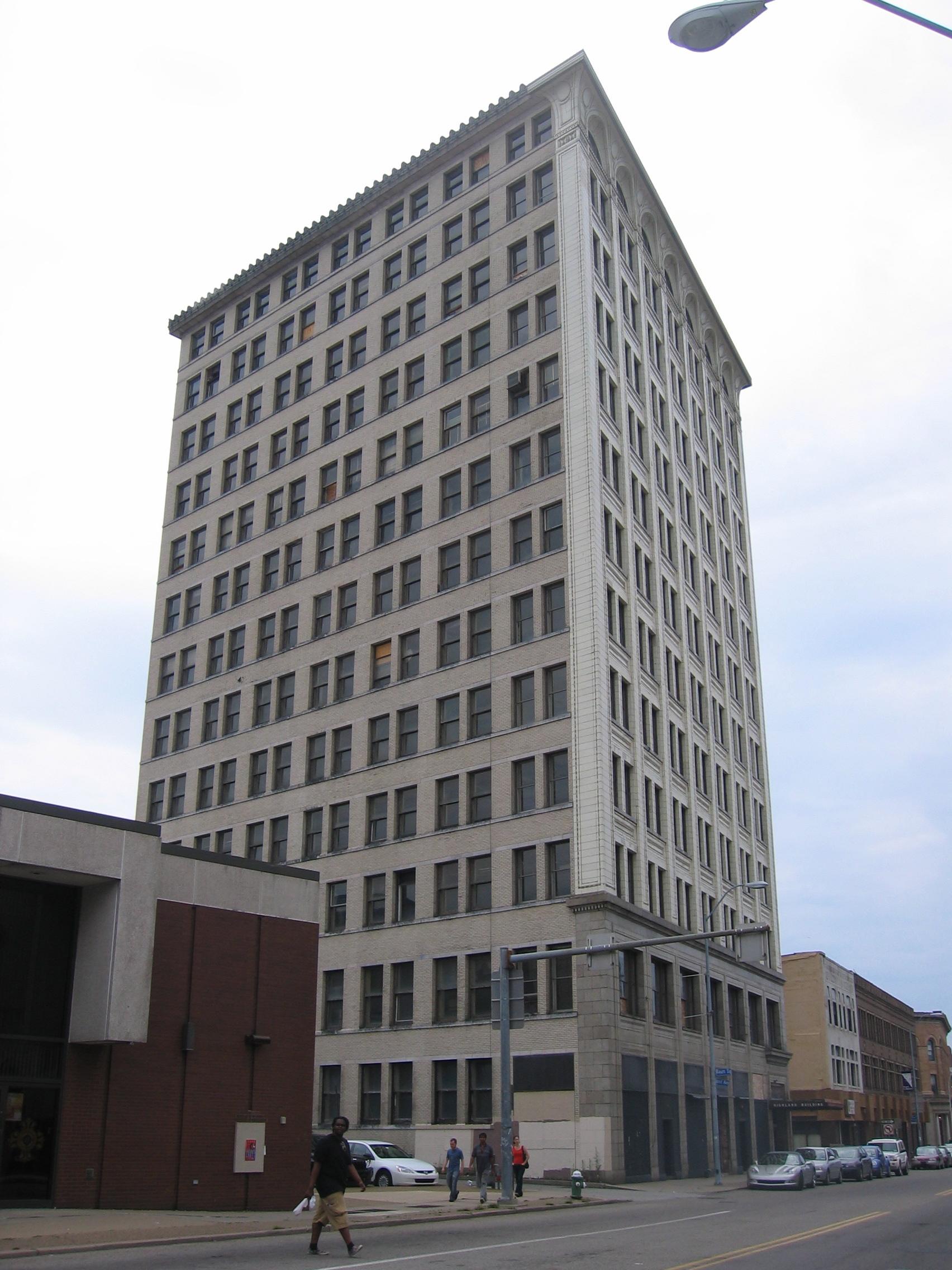 Highland Building - Wikipedia