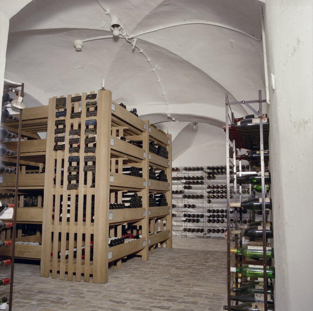 File interieur wijnkelder overzicht ambt delden for Interieur 605