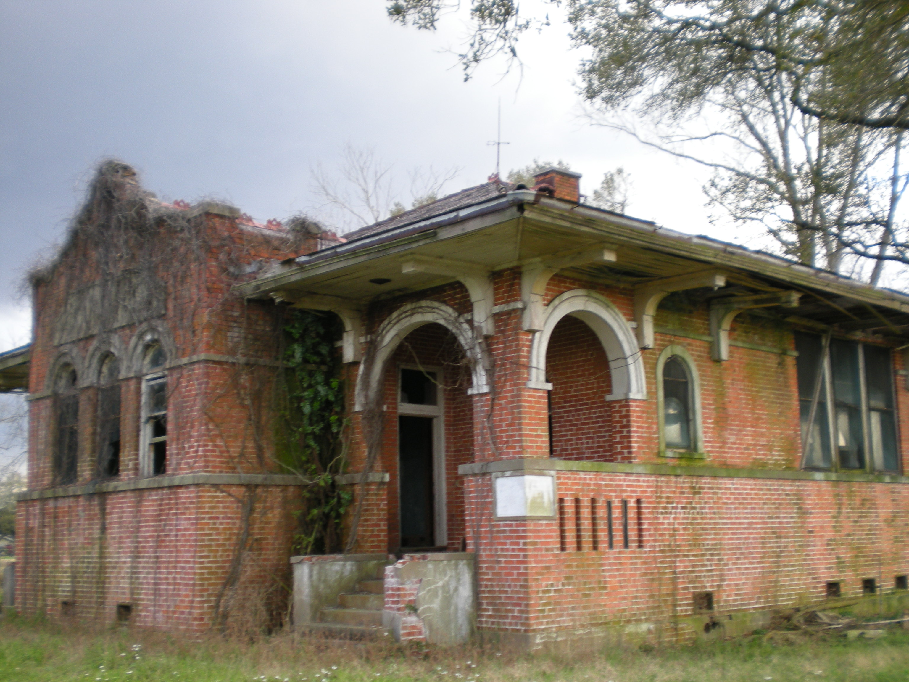 File iberville parish abandoned wikimedia commons - The house in the abandoned school ...