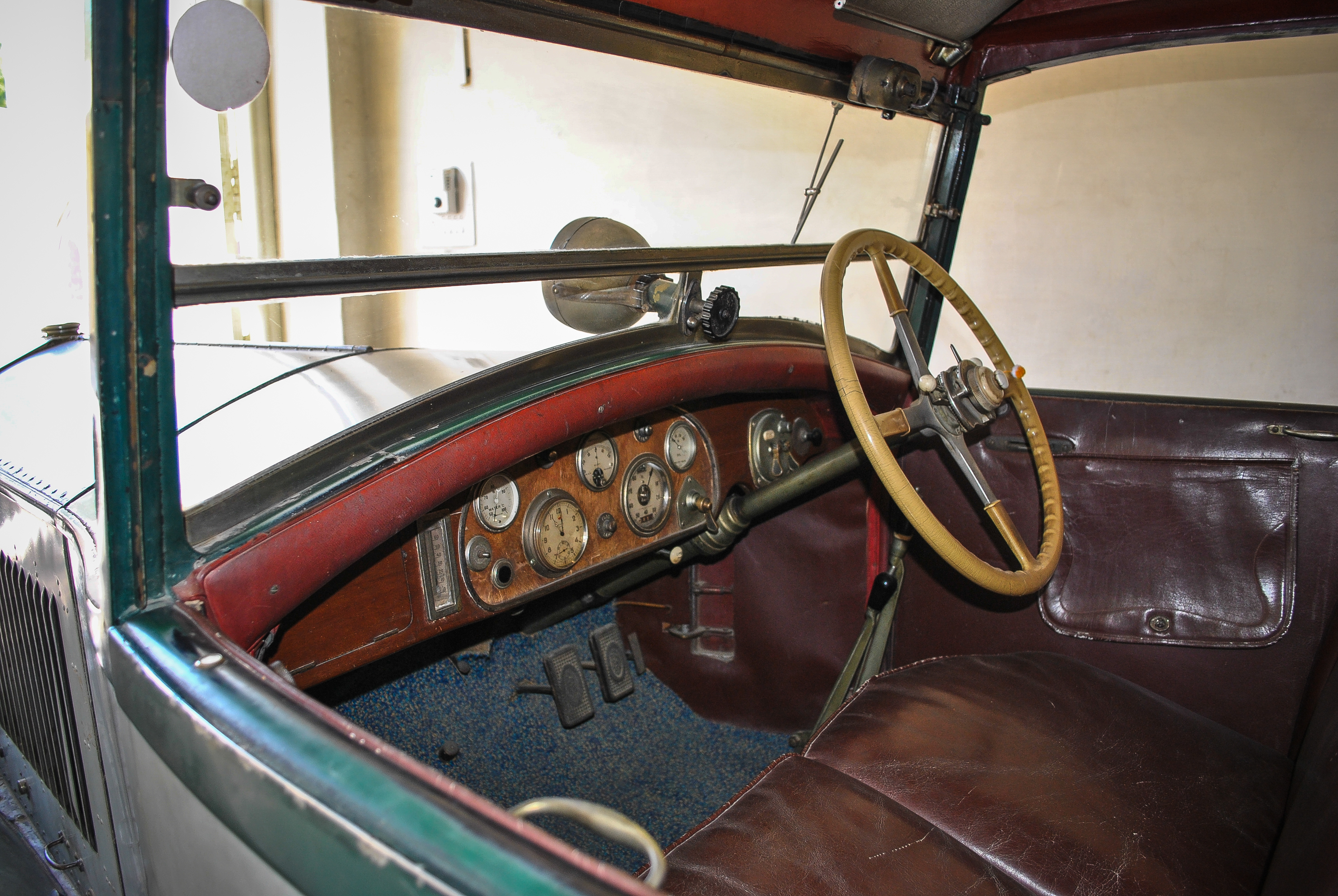 File Inside View Of Rolls Royce 1930 31 Model In Vintage Classic Car Collection Museum Of Udaipur Jpg Wikimedia Commons