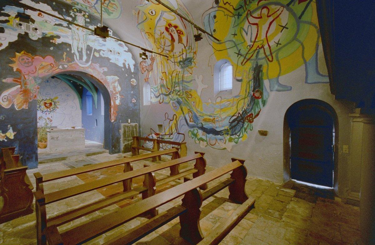 File interieur overzicht kapel met moderne muurschilderingen hans truijen 1978 lemiers for Interieur moderne