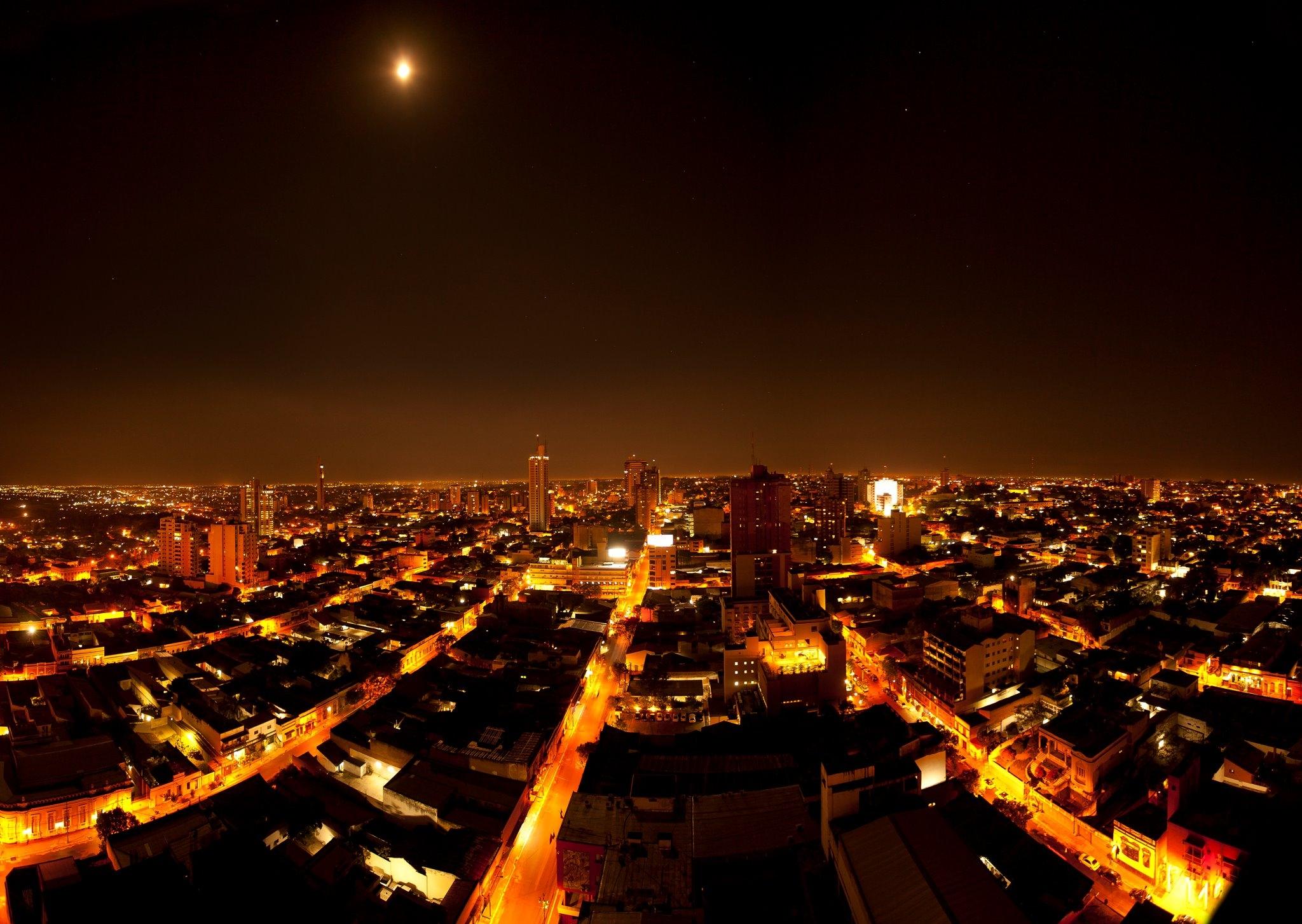 Fotografije glavnih gradova sveta - Page 3 Juan_Augusto_Sosa_Ocampos_-_T%C3%ADtulo_Brillante_Asunci%C3%B3n