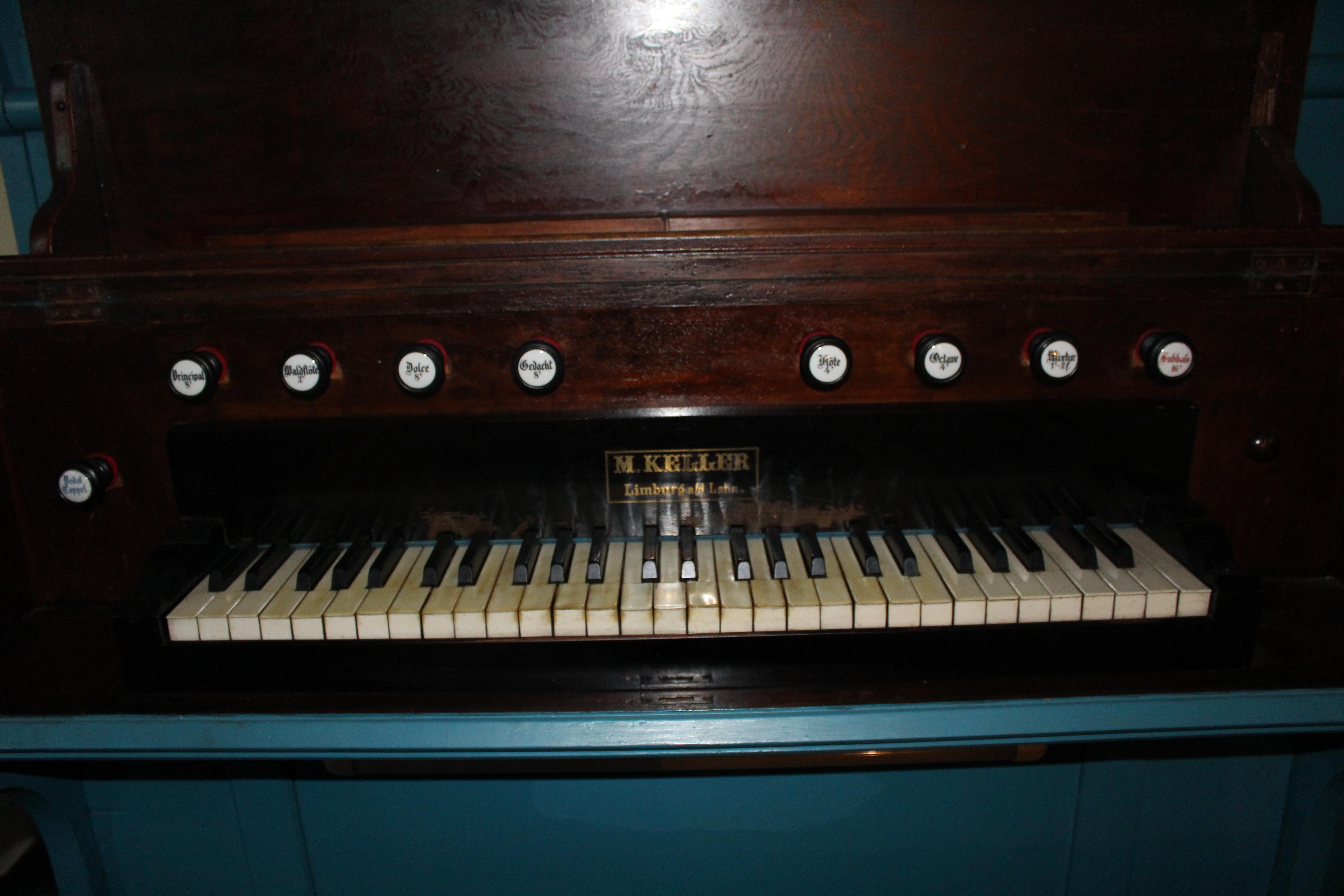 File:Keller-Orgel ehem. Kloster Johannisberg - Spielschrank.jpg ...