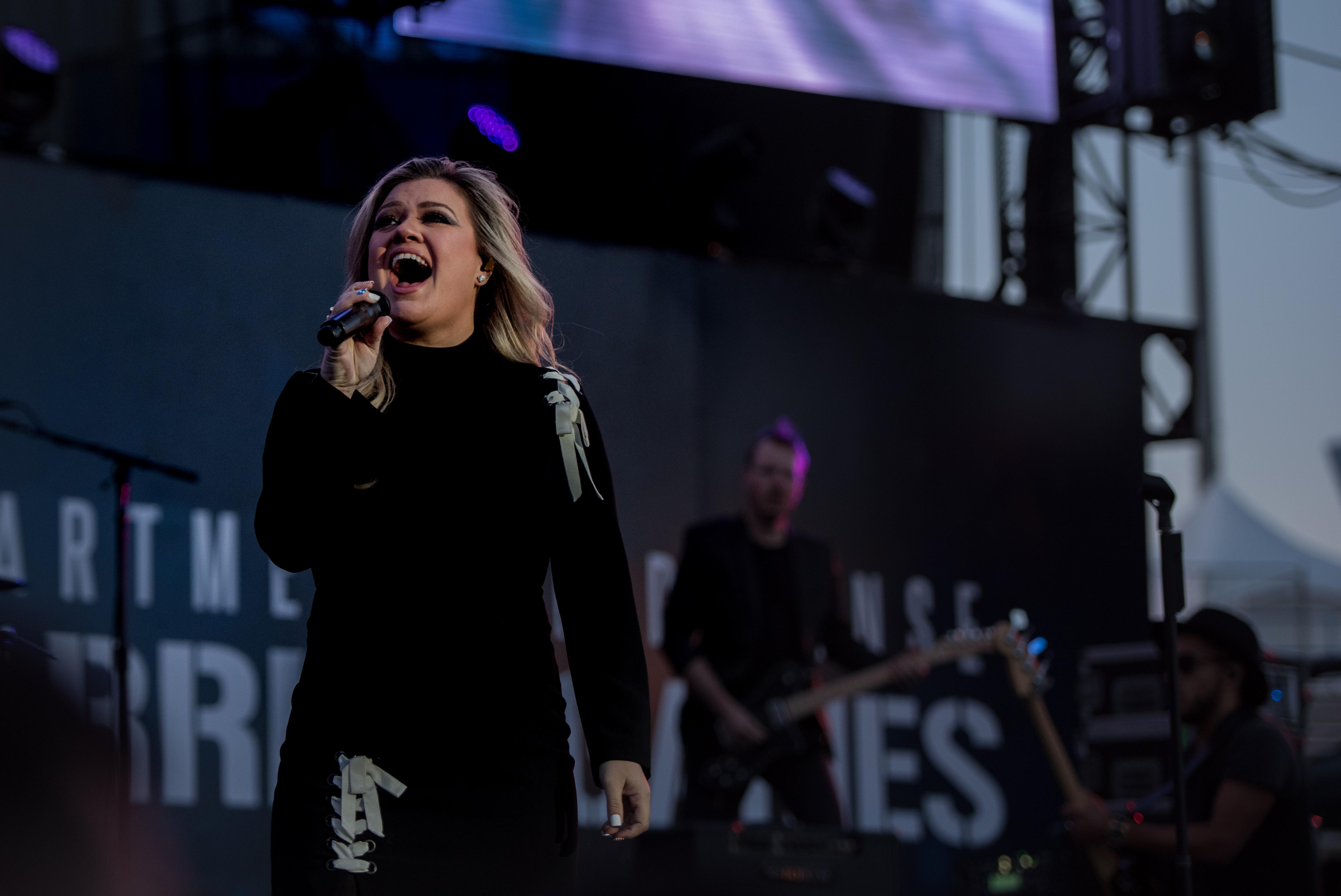 File:Kelly Clarkson 2018 DoD Warrior Games Opening Ceremony 2.jpg ...
