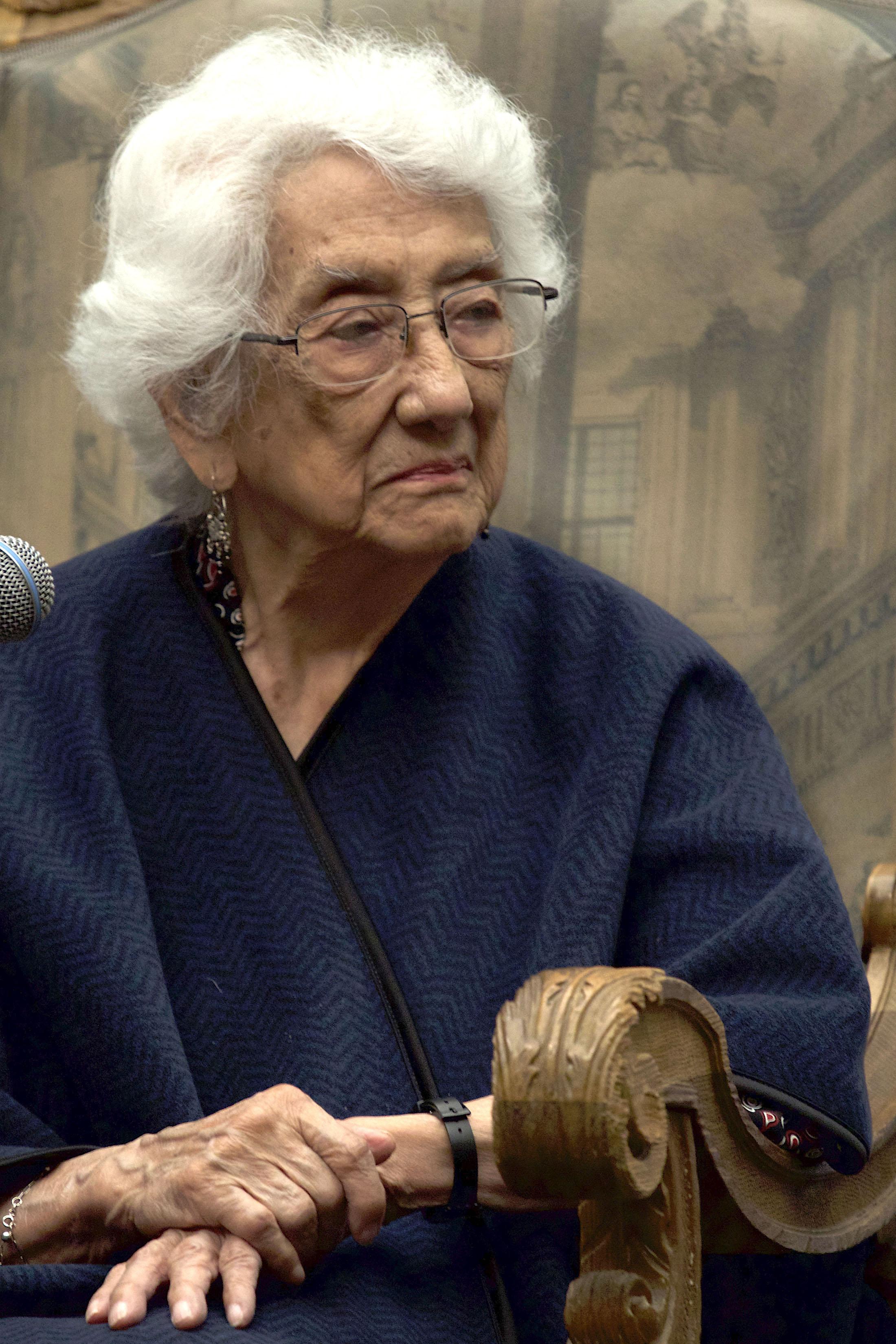 File:La poetisa Dolores Castro.jpg - Wikimedia Commons