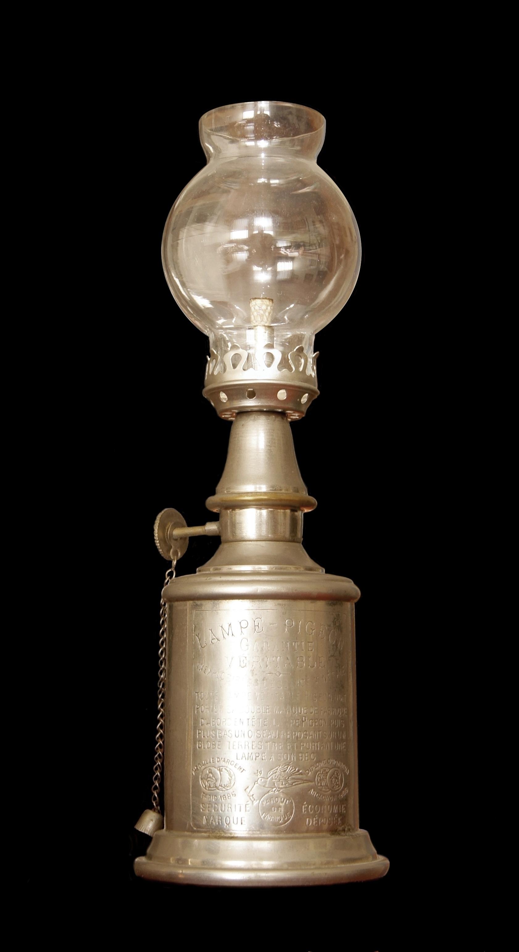 File Lampe Pigeon 1 Jpg Wikimedia Commons