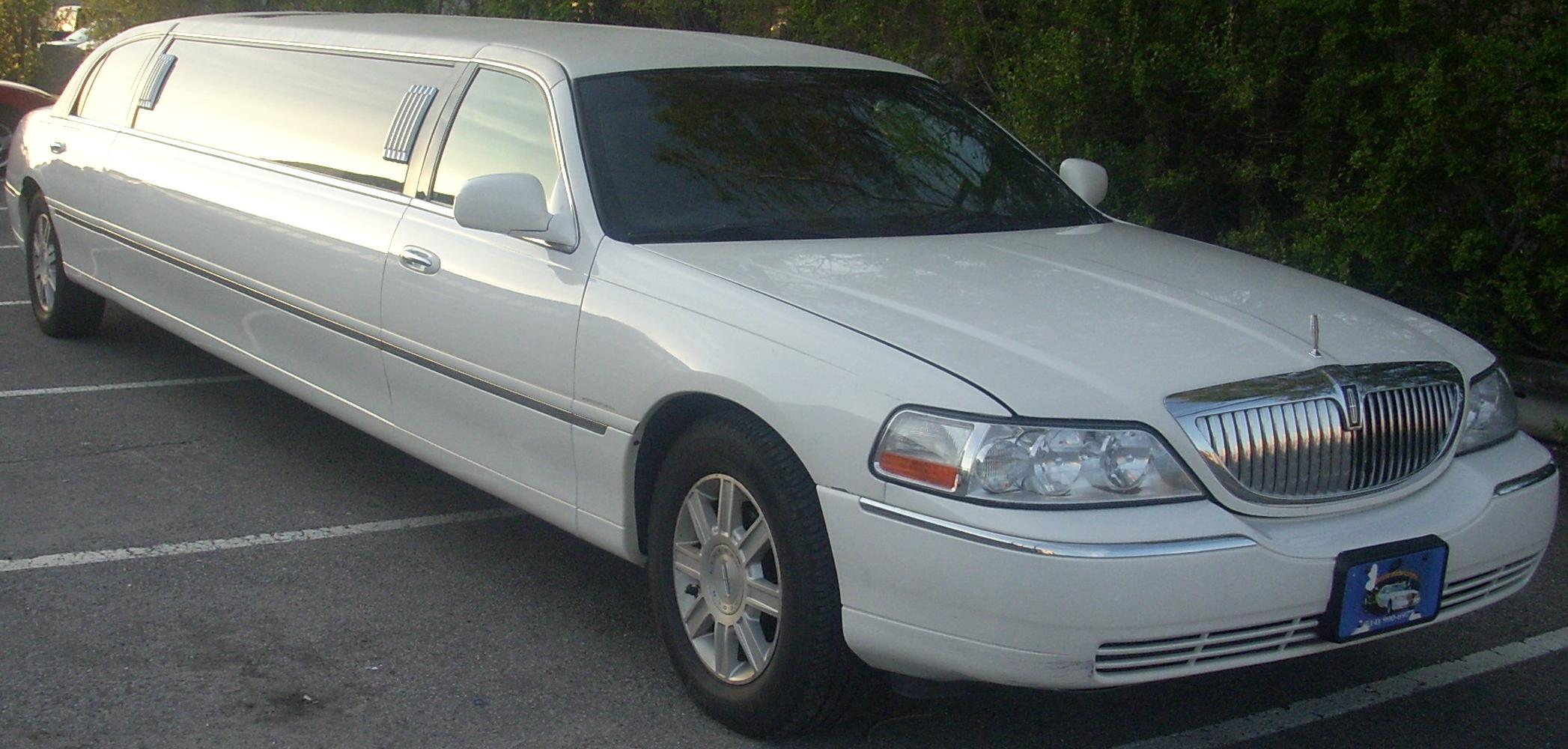 File Lincoln Town Car Limousine Jpg Wikipedia