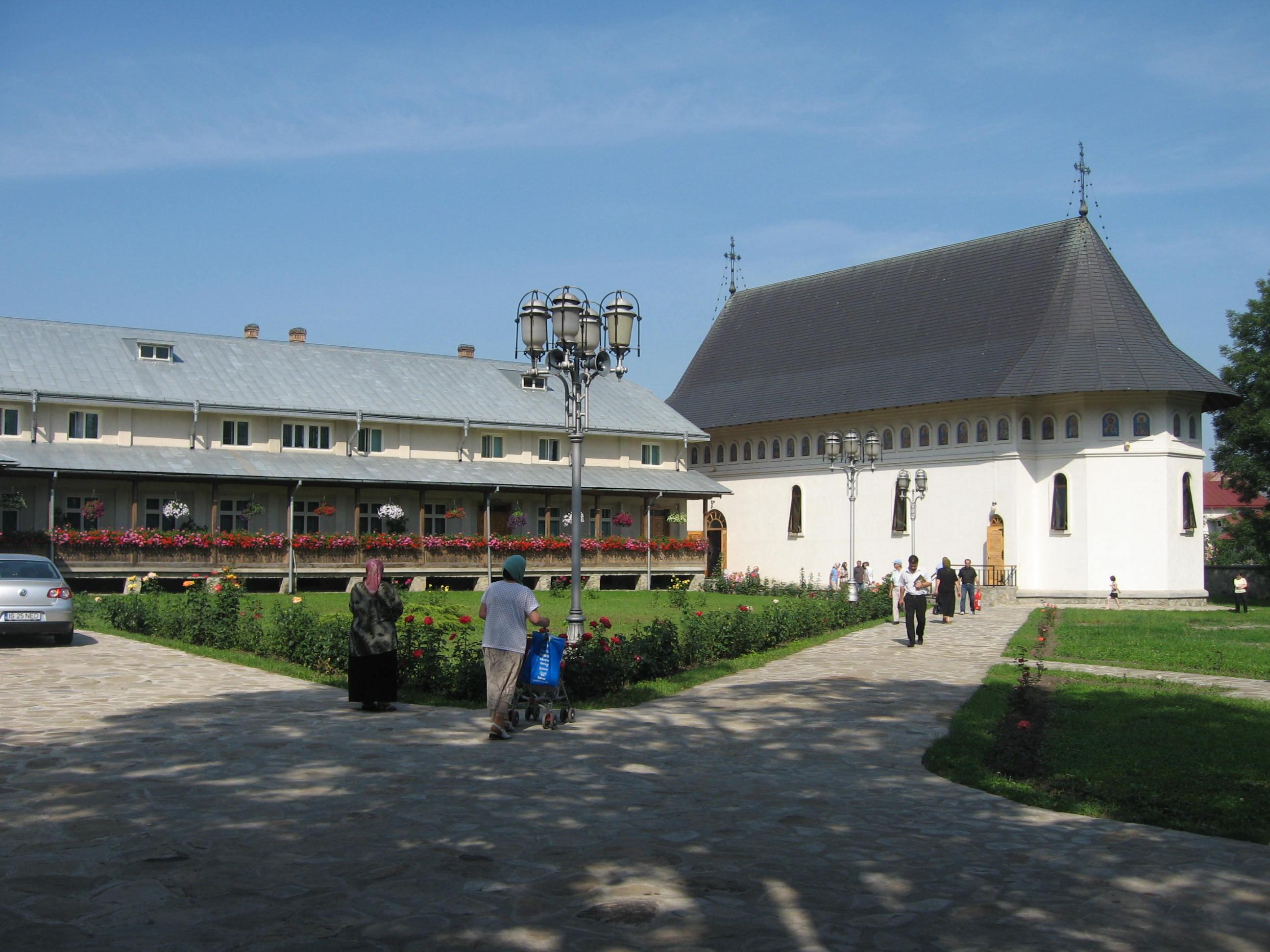 Fişier:Mănăstirea Bogdana17.jpg