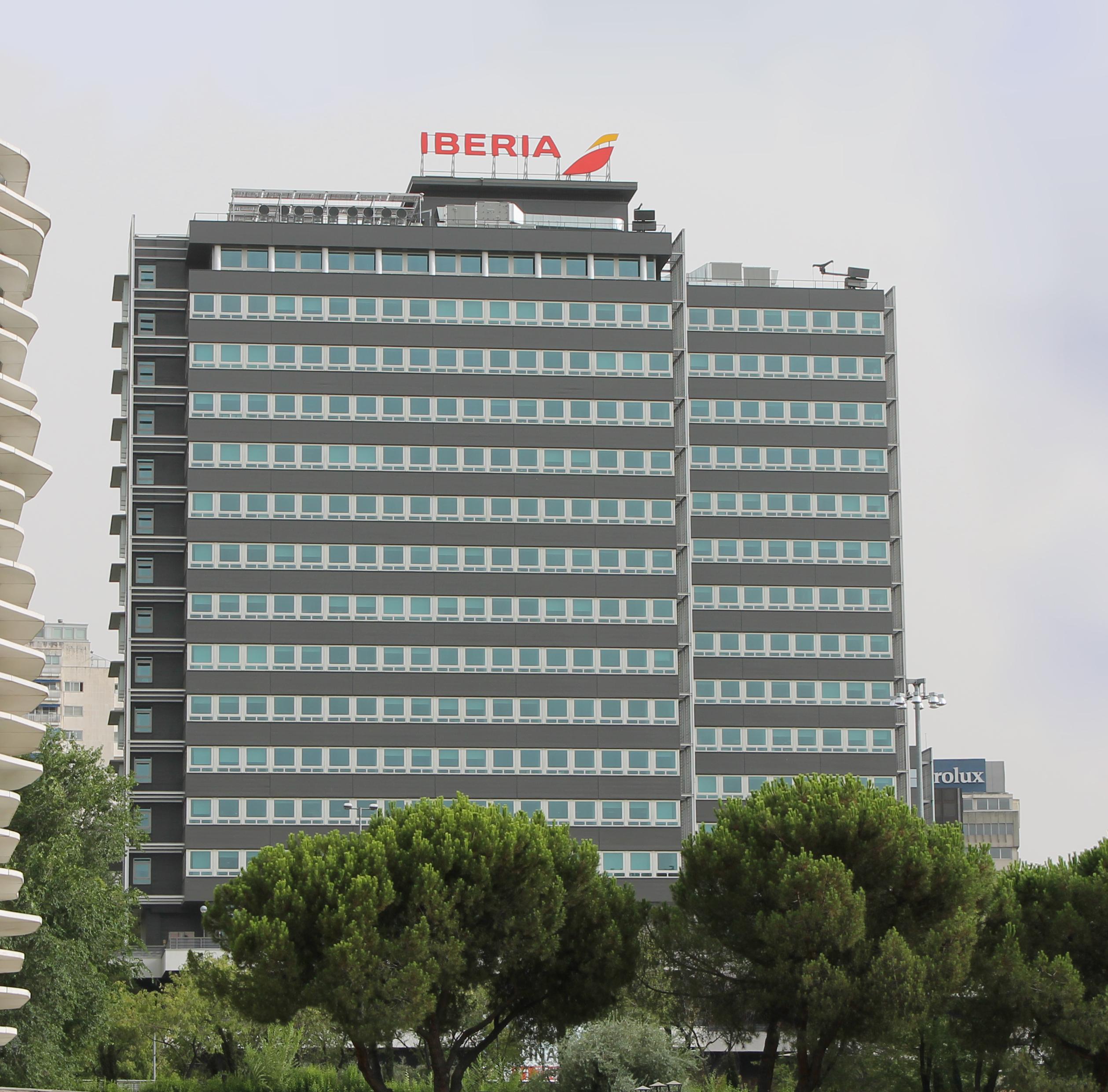 File mv49 business park edificio v madrid for Oficinas de iberia en madrid