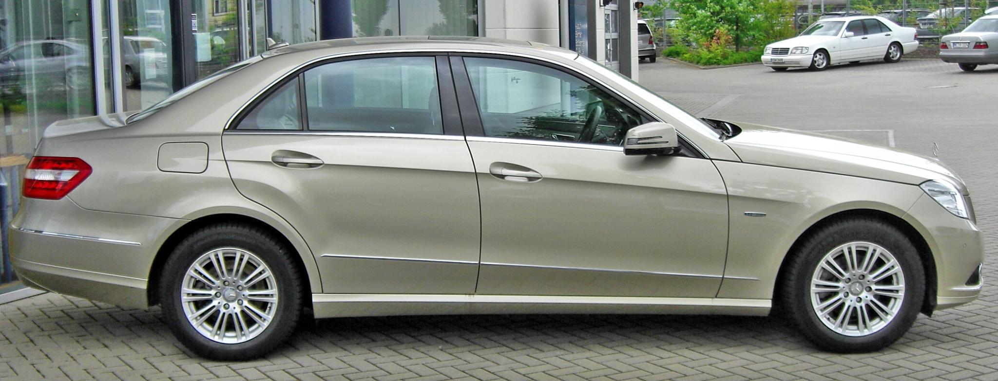 file mercedes e 220 cdi blueefficiency elegance 20090503 side jpg wikimedia commons. Black Bedroom Furniture Sets. Home Design Ideas