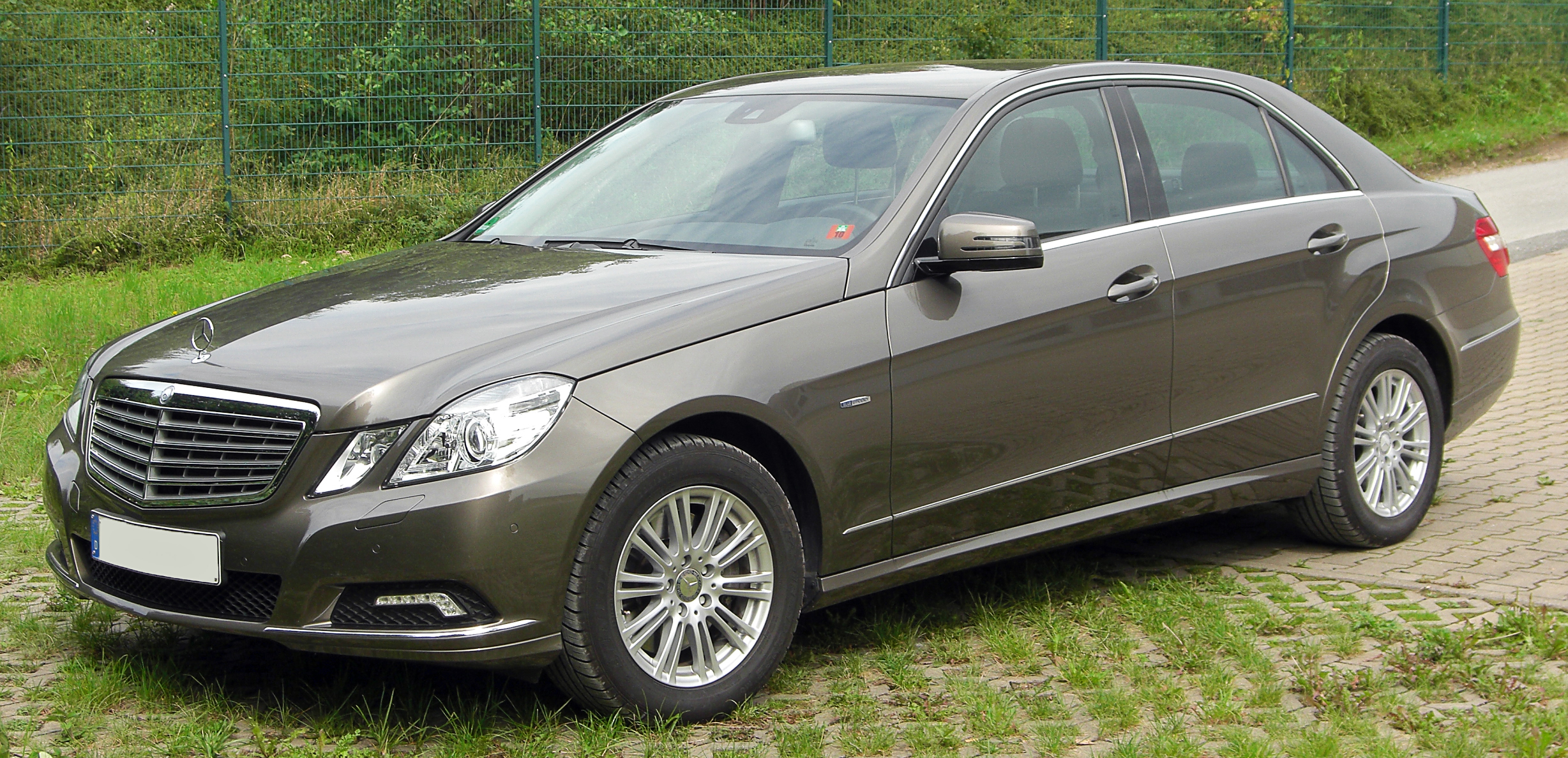 File mercedes e 350 cdi blueefficiency elegance w212 front 1 wikimedia commons - Mercedes classe e coupe 350 cdi ...