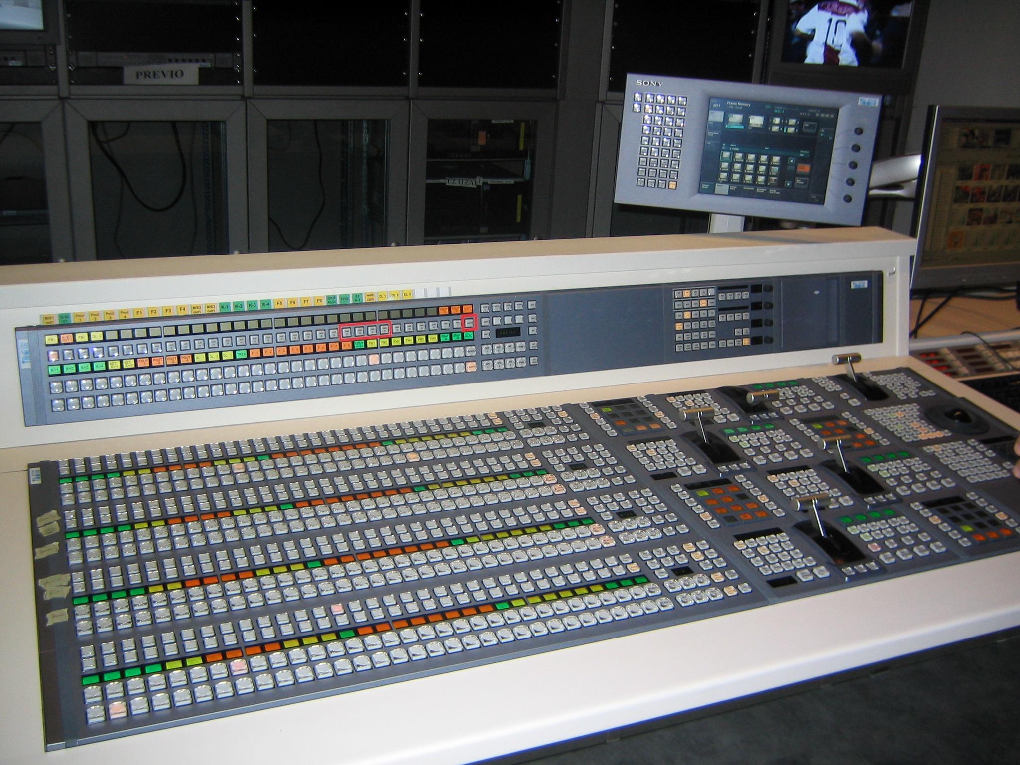 Mesa de mezclas de v deo wikiwand for Media markt mesa de mezclas