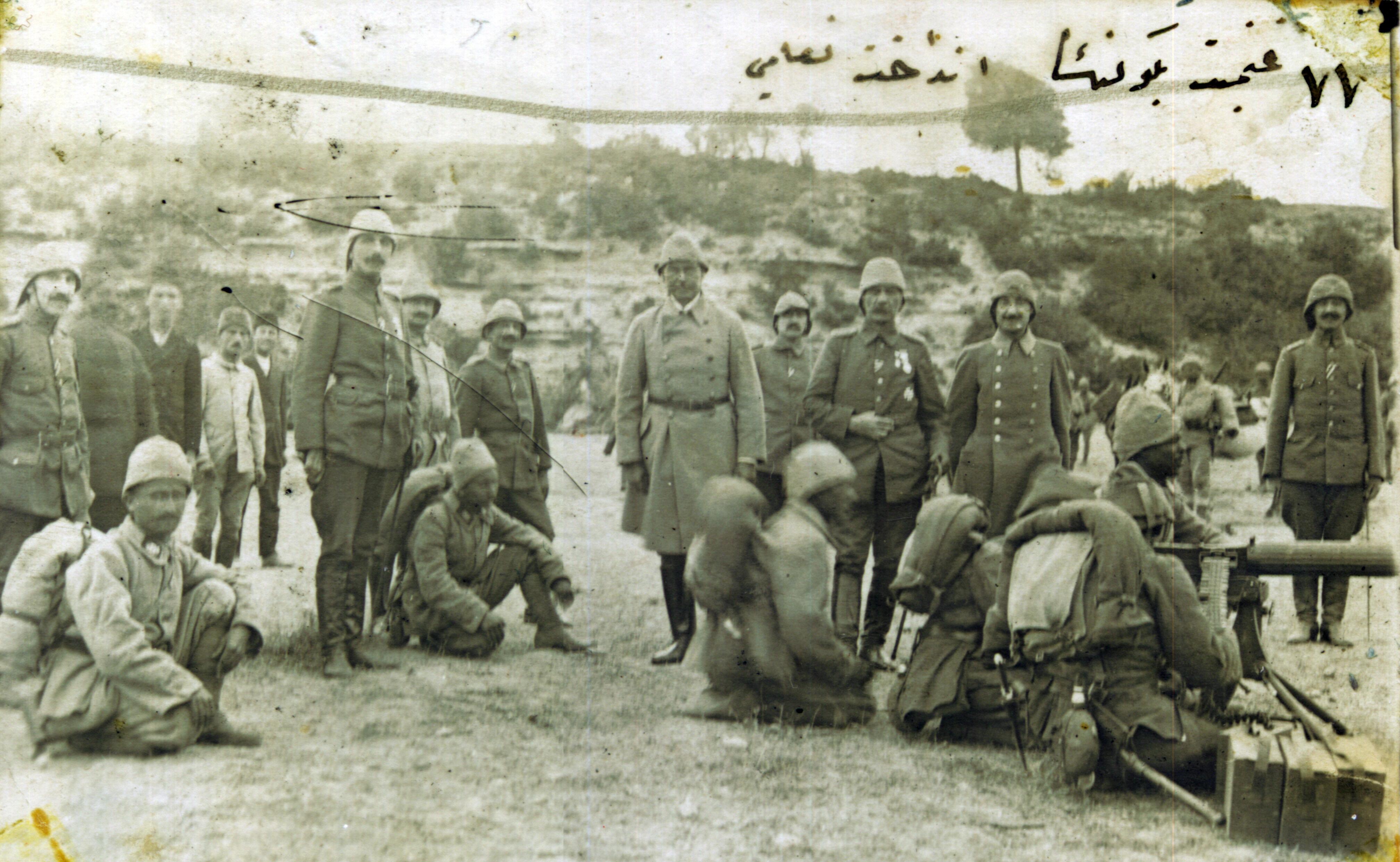 Description Ottoman soldiers testing captured weapons jpgOttoman Empire Ww1