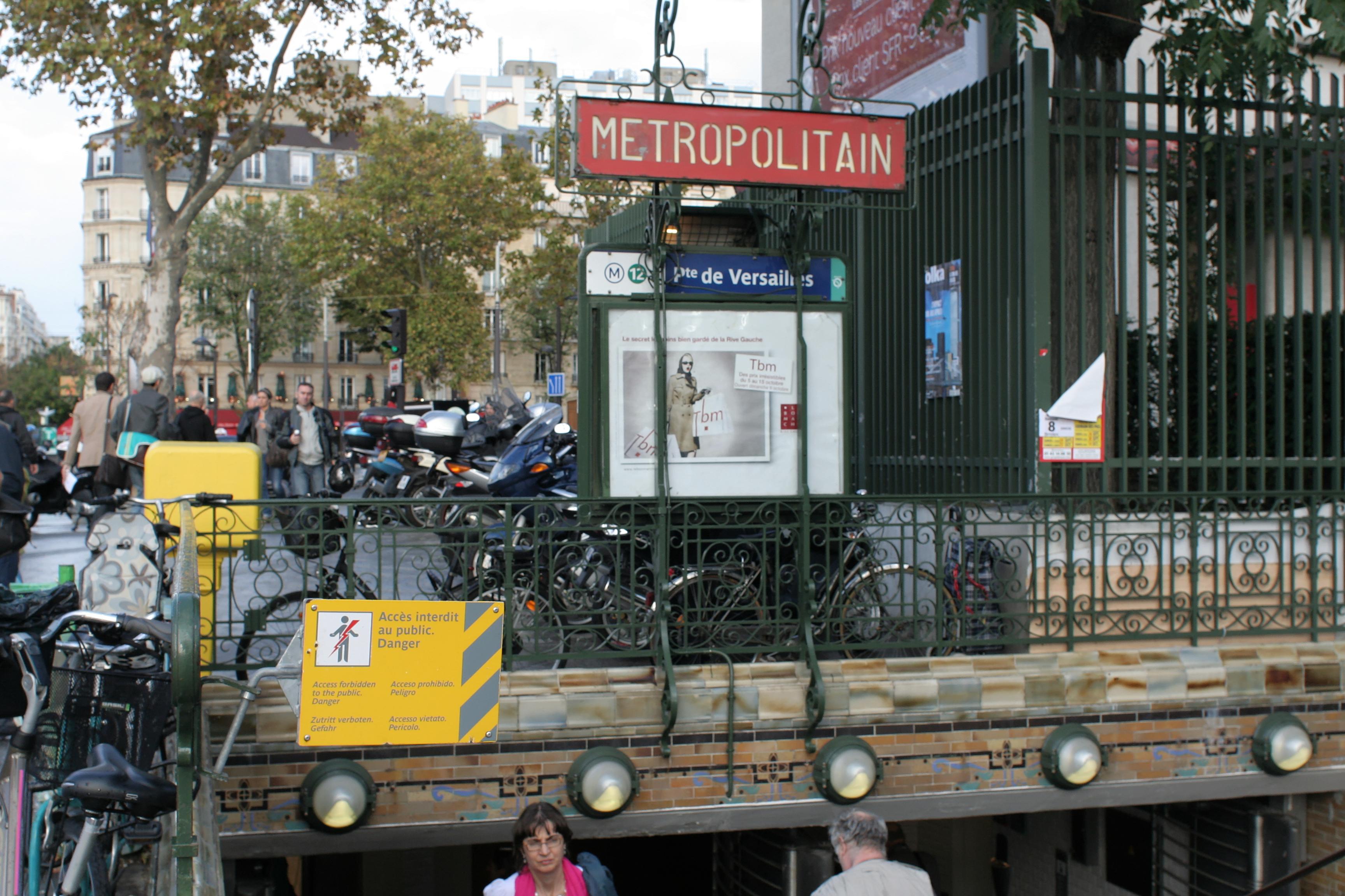 File paris m tro porte de versailles interdit au public for Porte de versailles salon metro