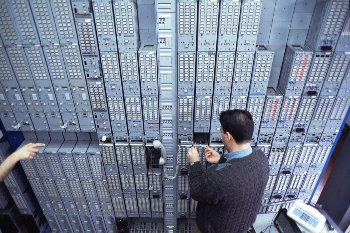 Porta Cabina Armadio Wikipedia : Centrale telefonica wikipedia