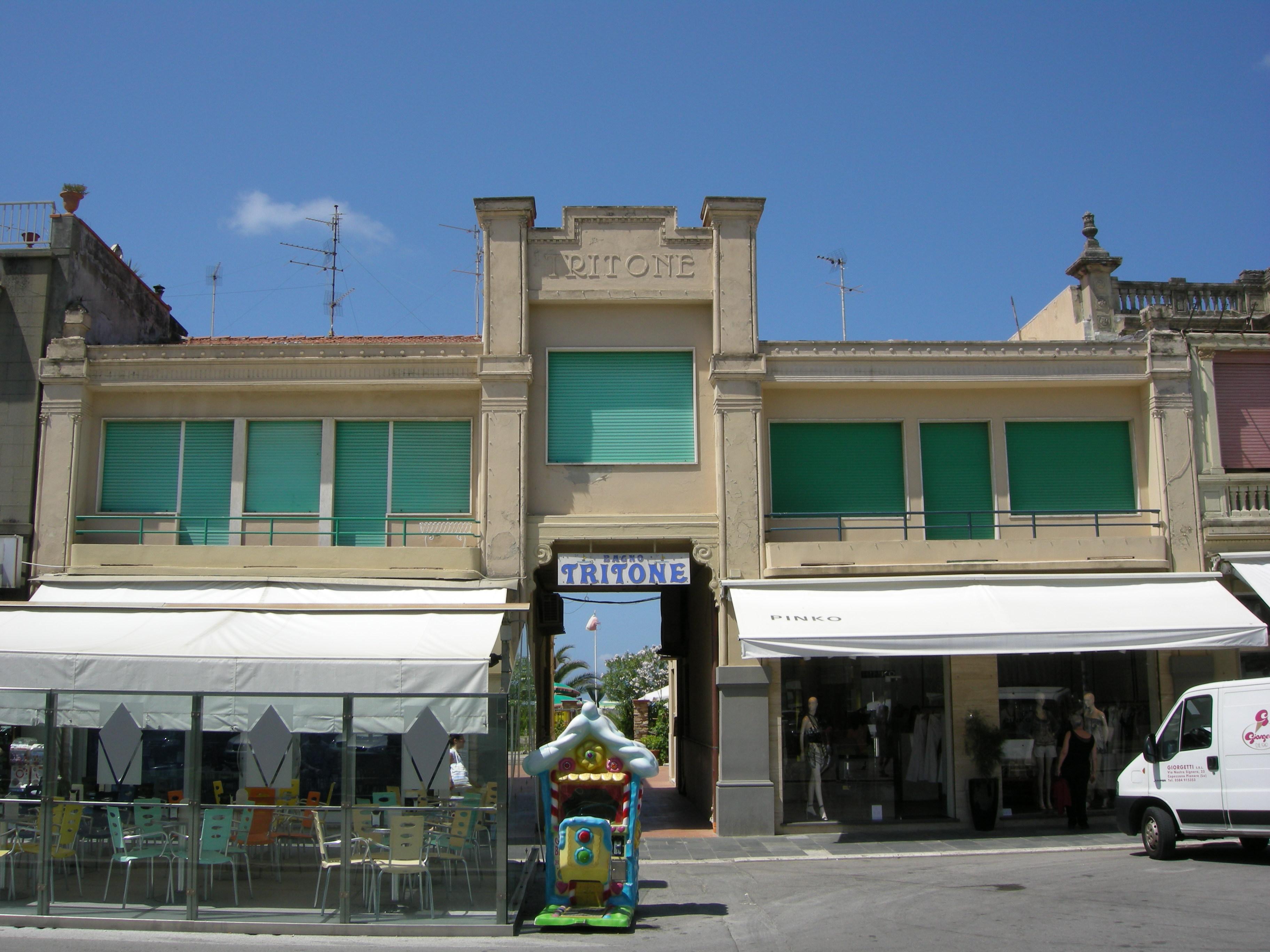 File passeggiata di viareggio 16 bagno tritone jpg wikimedia commons - Bagno amedea viareggio ...