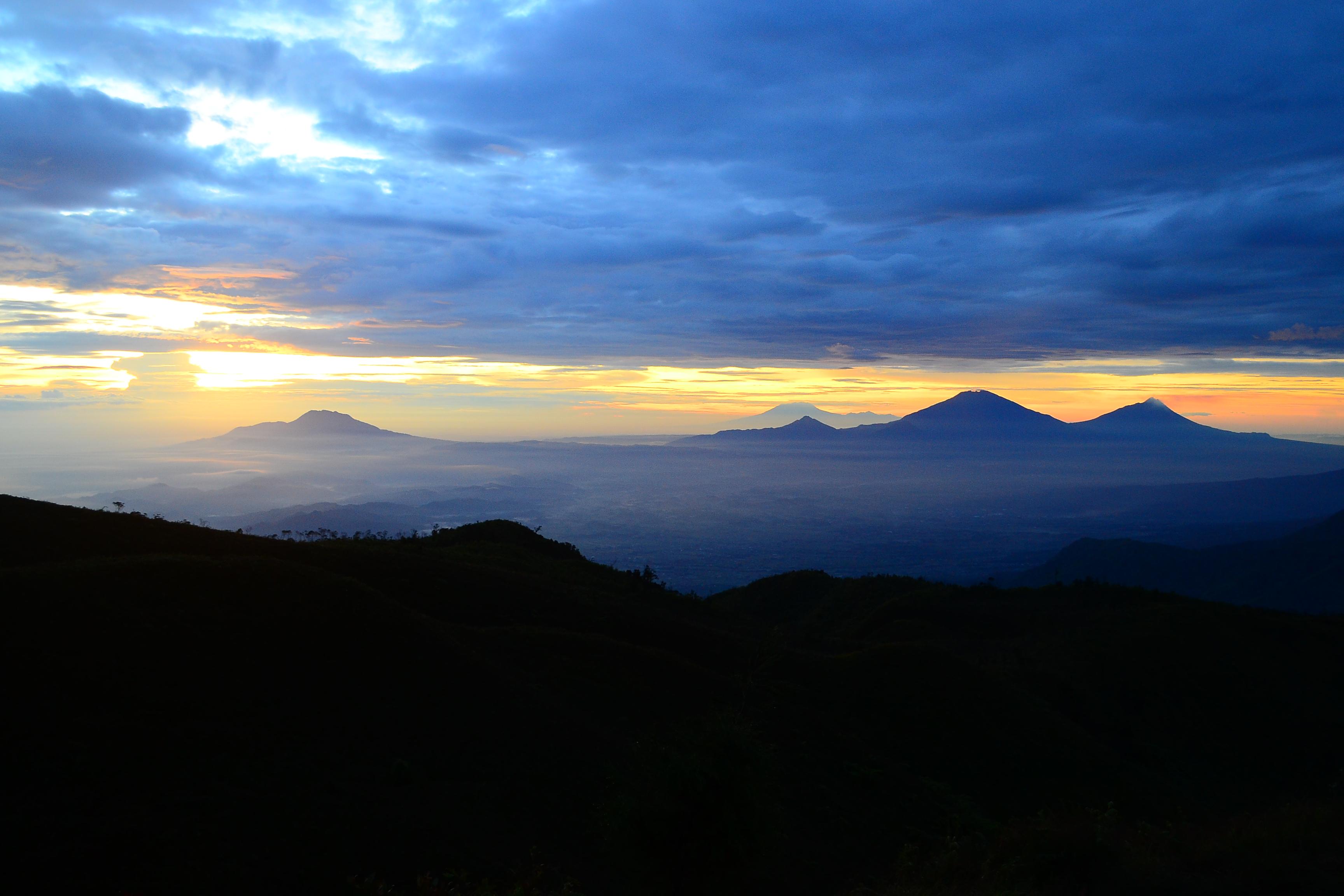 File Pemandangan Dari Puncak Gunung Prau Dieng Wonosobo Jawa