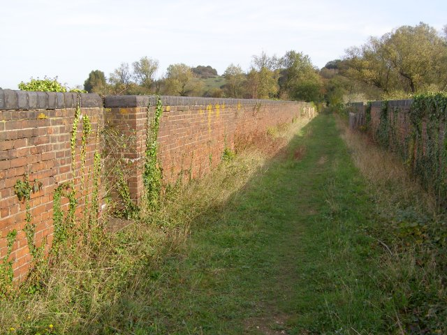 Permissive path along Hockley Viaduct north of the M3 - geograph.org.uk - 269254