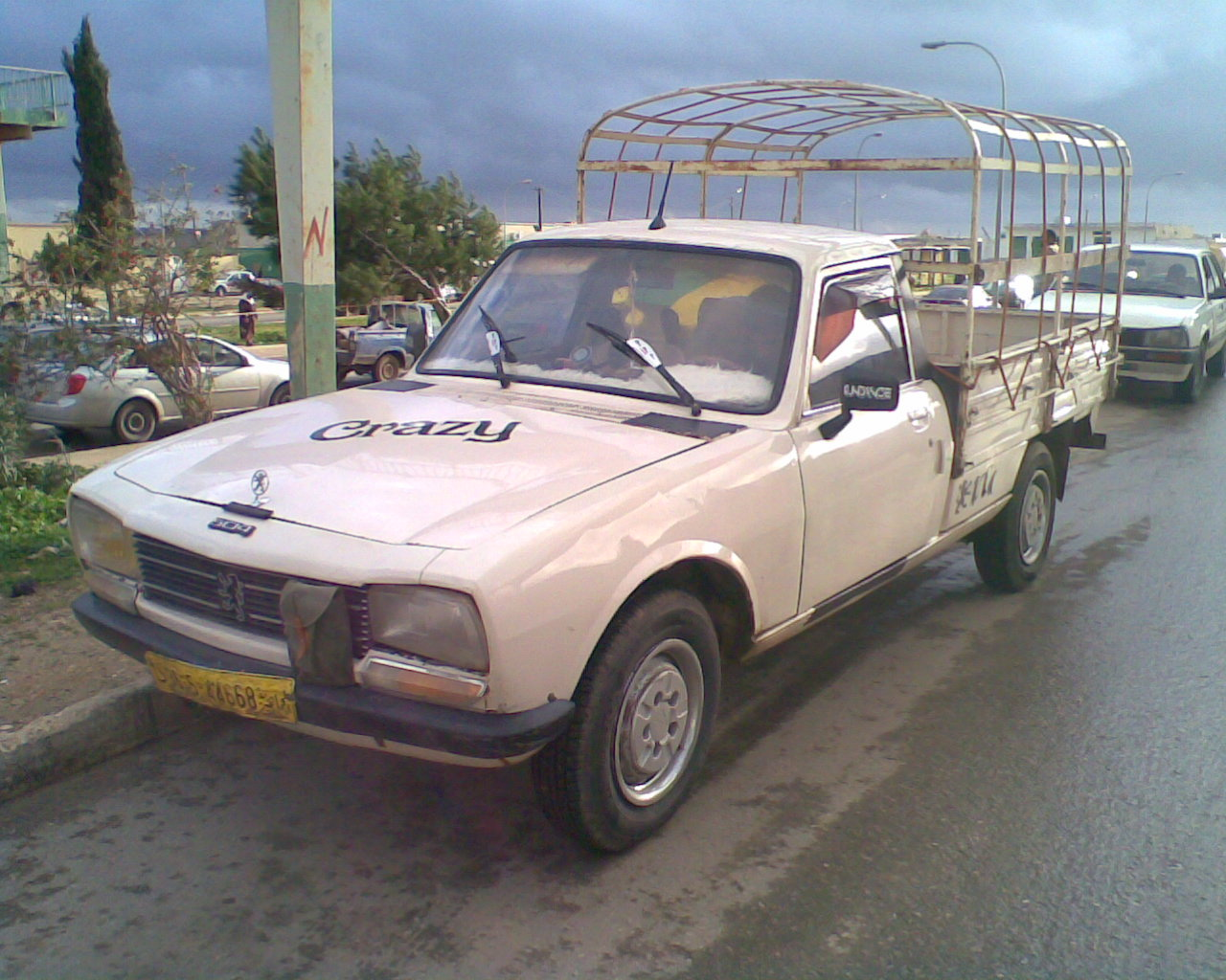 File:Peugeot 504 truck.jpg