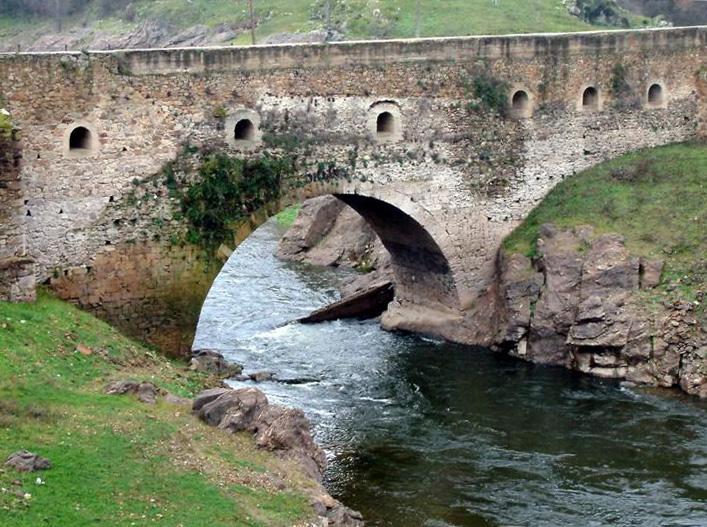 Puente del arrabal buitrago del lozoya wikipedia la enciclopedia libre - Exteriores puente viejo ...