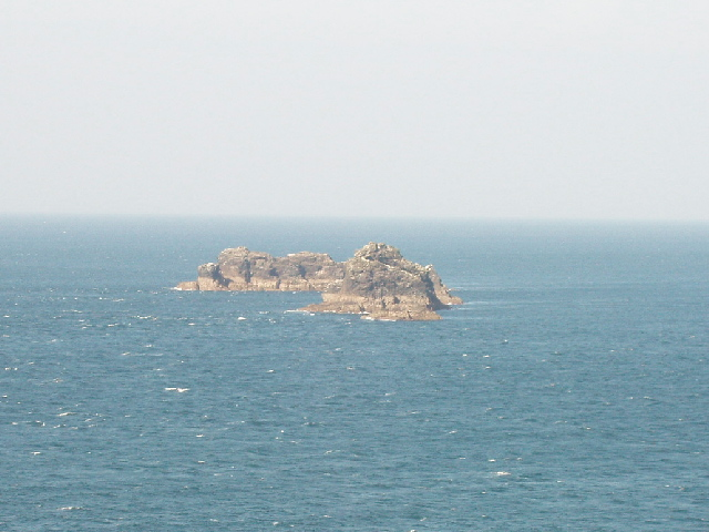 Quies rocks from Dinas Head - geograph.org.uk - 50605