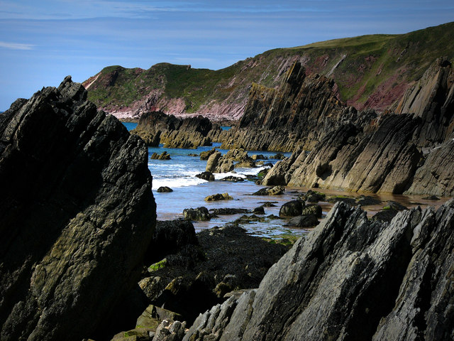 Raggle Rocks at Marloes Sands - geograph.org.uk - 537289