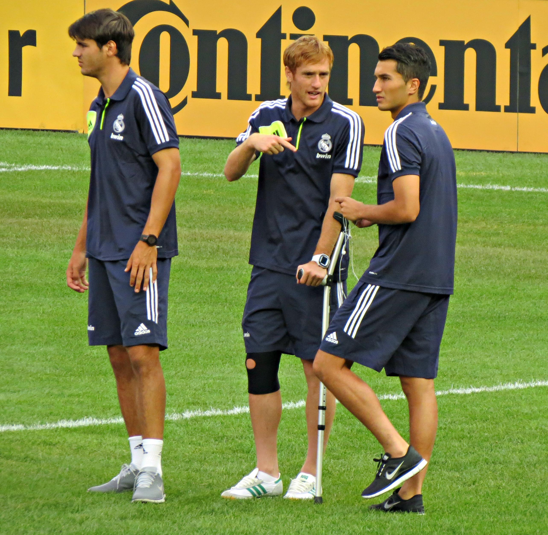 File:Real Madrid players vs AC Milan, AUgust 2012.jpg ...