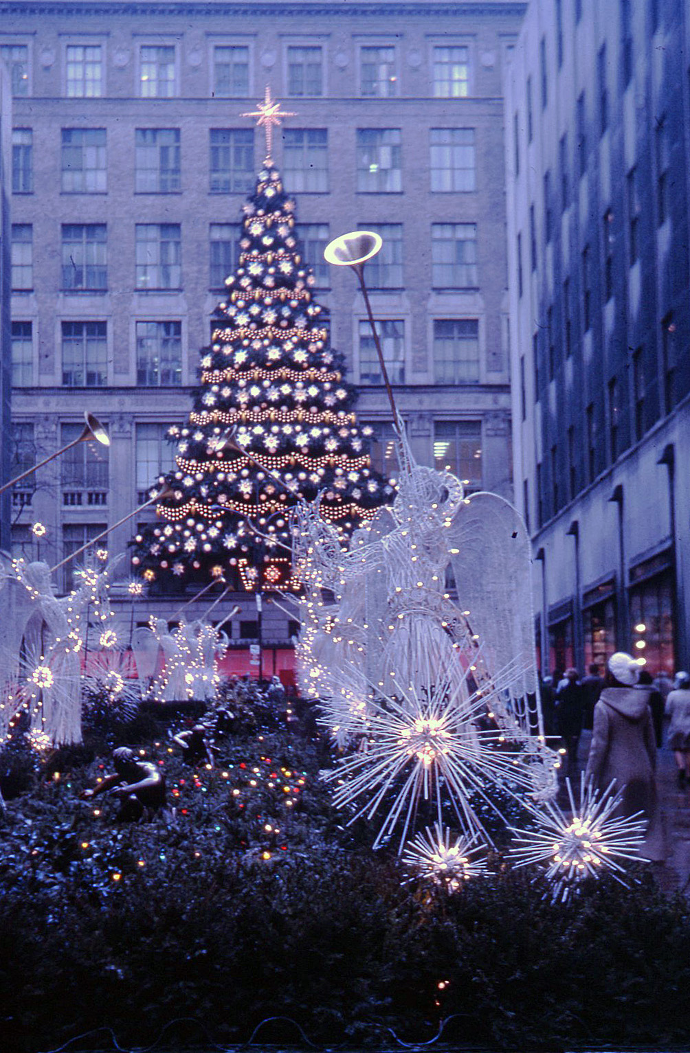 File:Rockefeller Center Christmas tree, New York, 1970 - Flickr ...