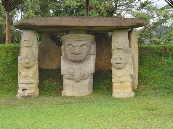 サン・アグスティン、Mesita A地区東墓の石彫群。