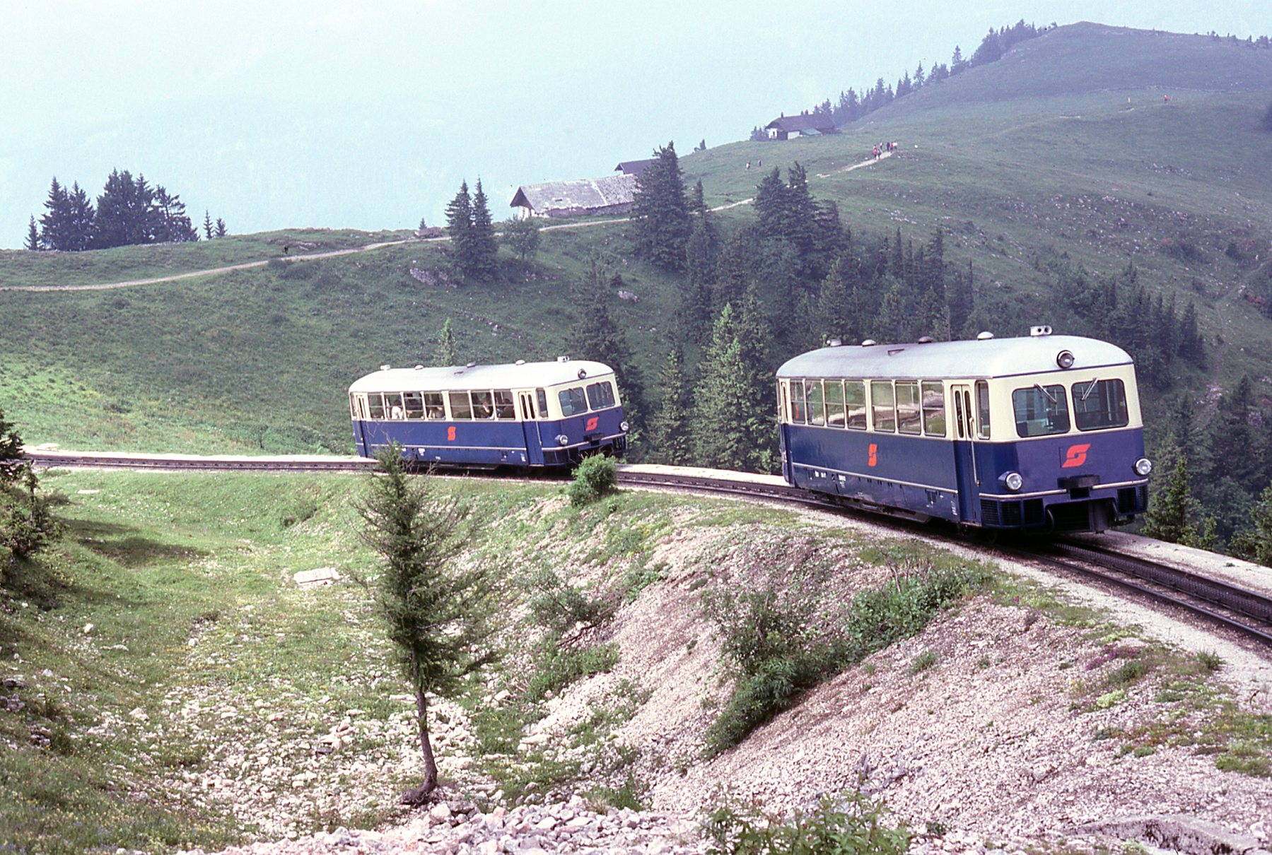 File:Schafbergbahn 5099 railcars at Schafbergalpe.jpg