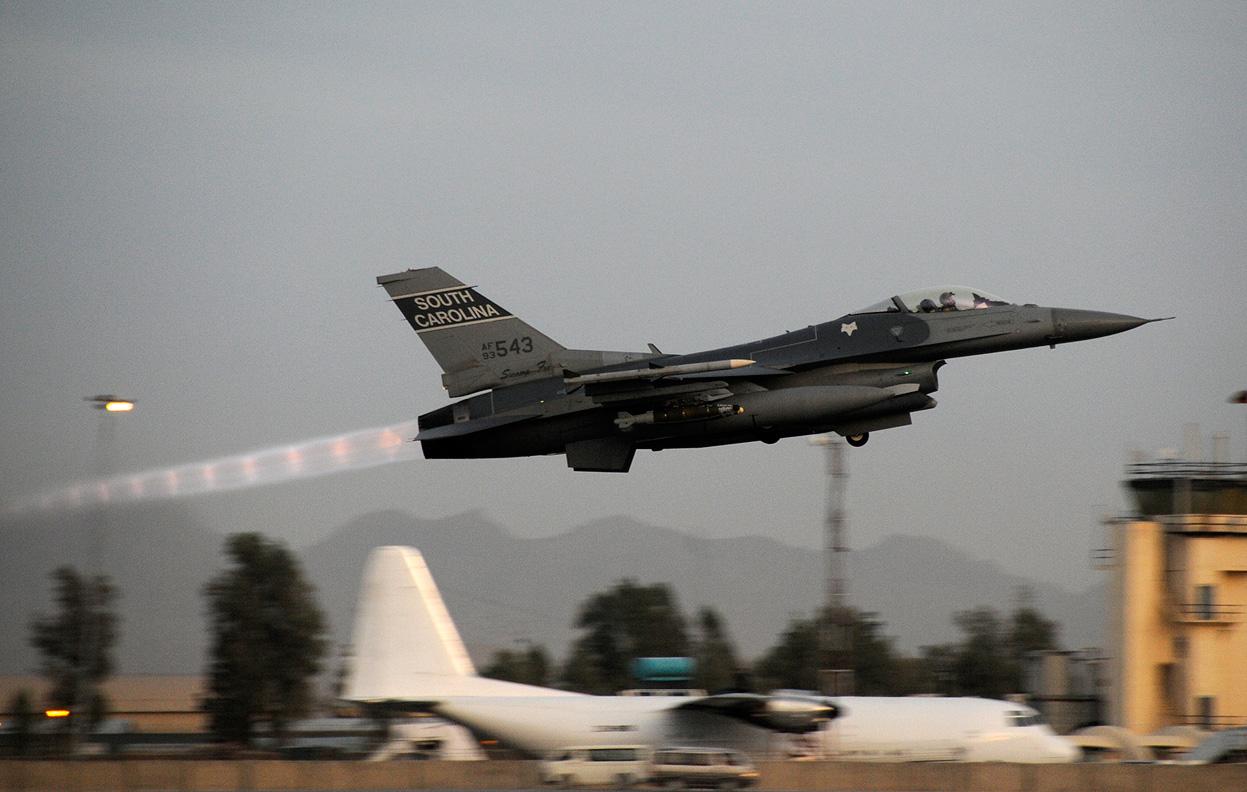 South_Carolina_F-16_taking_off_in_Afghanistan.jpg